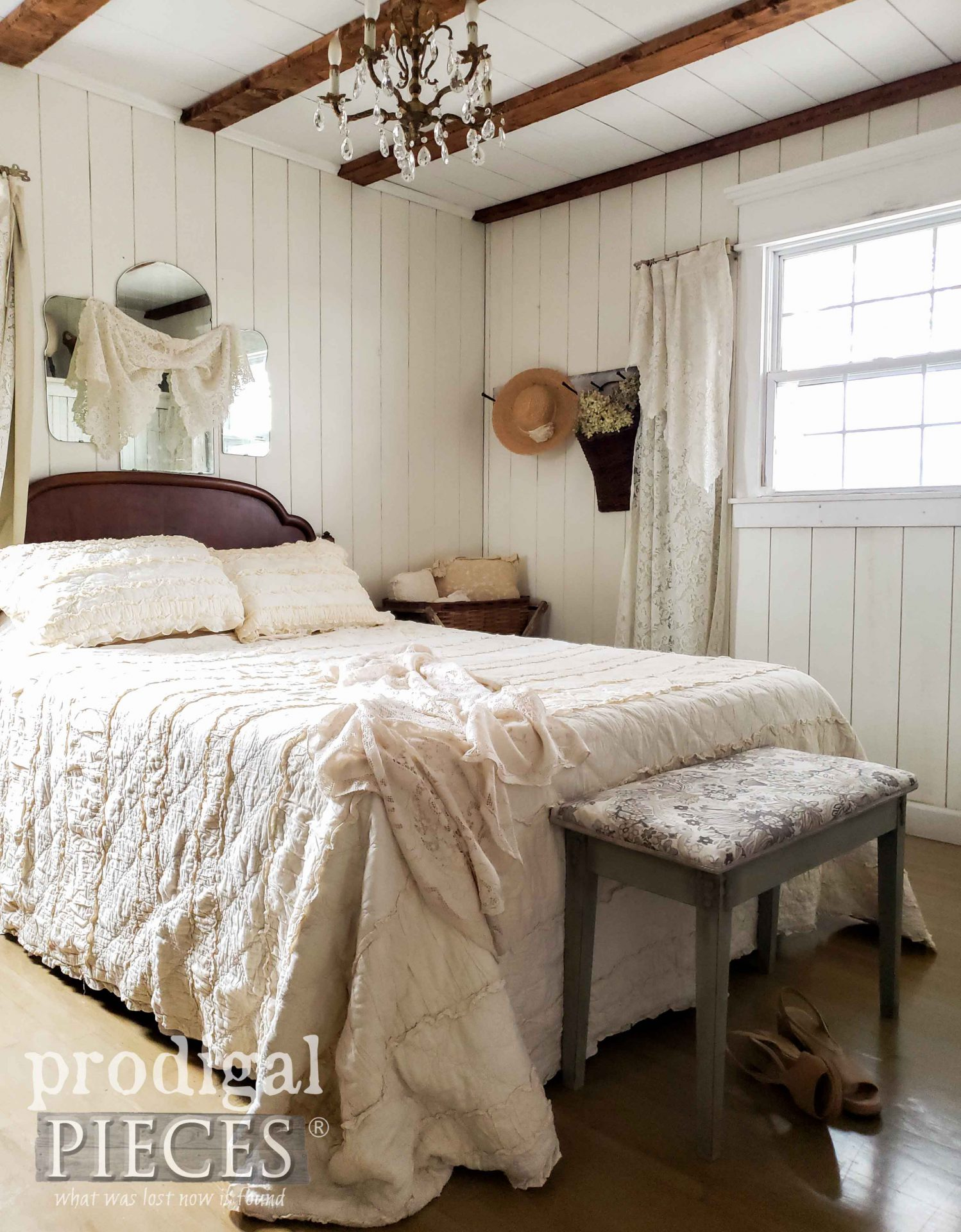 Vintage Style Bedroom Decor by Larissa of Prodigal Pieces | prodigalpieces.com #prodigalpieces #diy #home #bedroom #furniture #homedecor