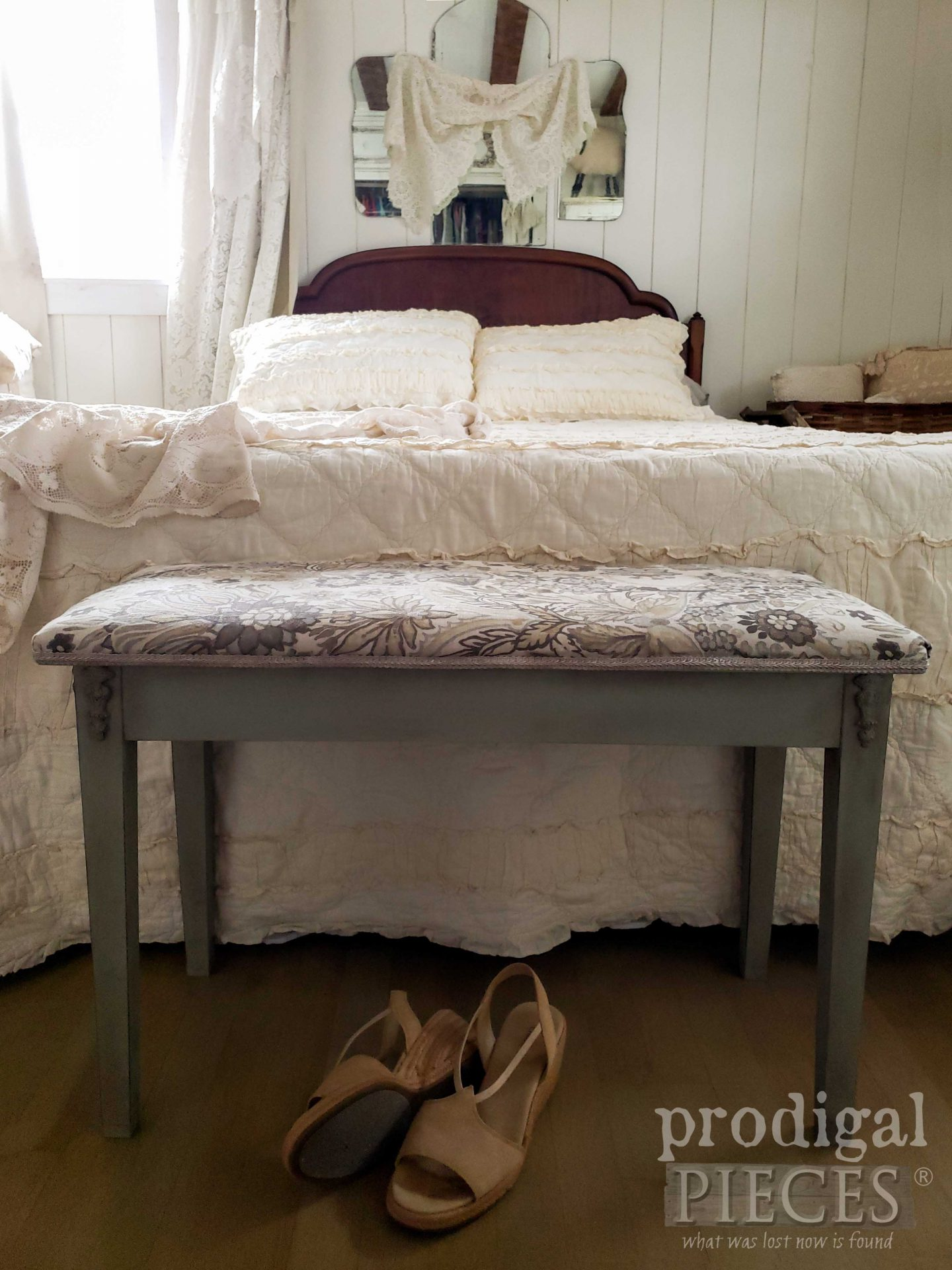 Vintage Style Upholstered Bench Makeover by Larissa of Prodigal Pieces | prodigalpieces.com #prodigalpieces #diy #home #homedecor #furniture #bedroom