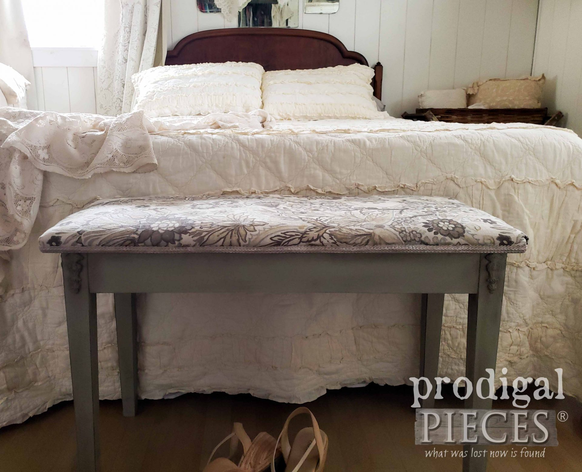 Bedroom Bench Design from Piano Bench by Larissa of Prodigal Pieces | prodigalpieces.com #prodigalpieces #diy #home #homedecor #furniture #vintage