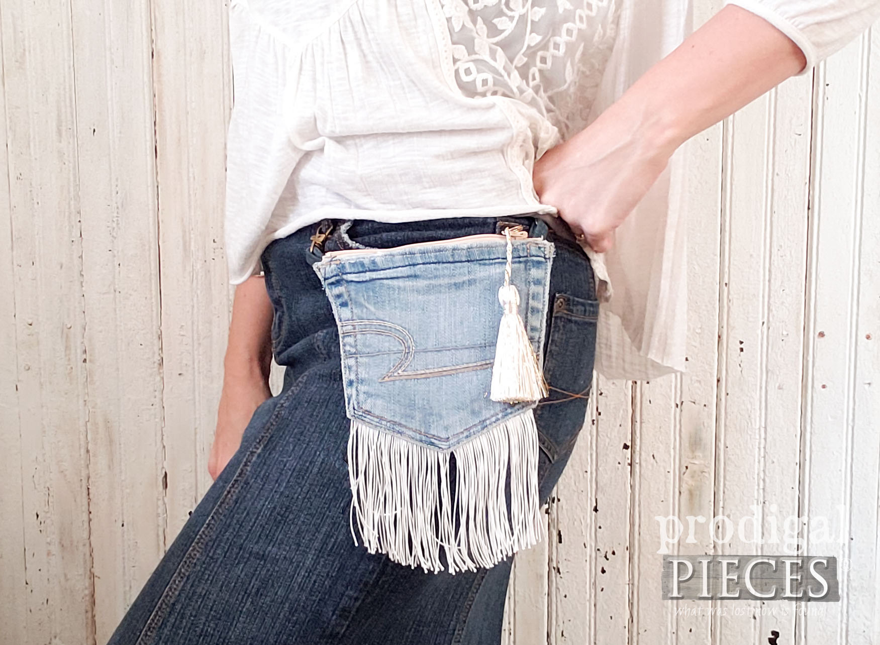 Handmade Beige Belt-Loop Purse Created by Larissa of Prodigal Pieces | prodigalpieces.com #prodigalpieces #handmade #fashion #style #diy #purse #bag #women