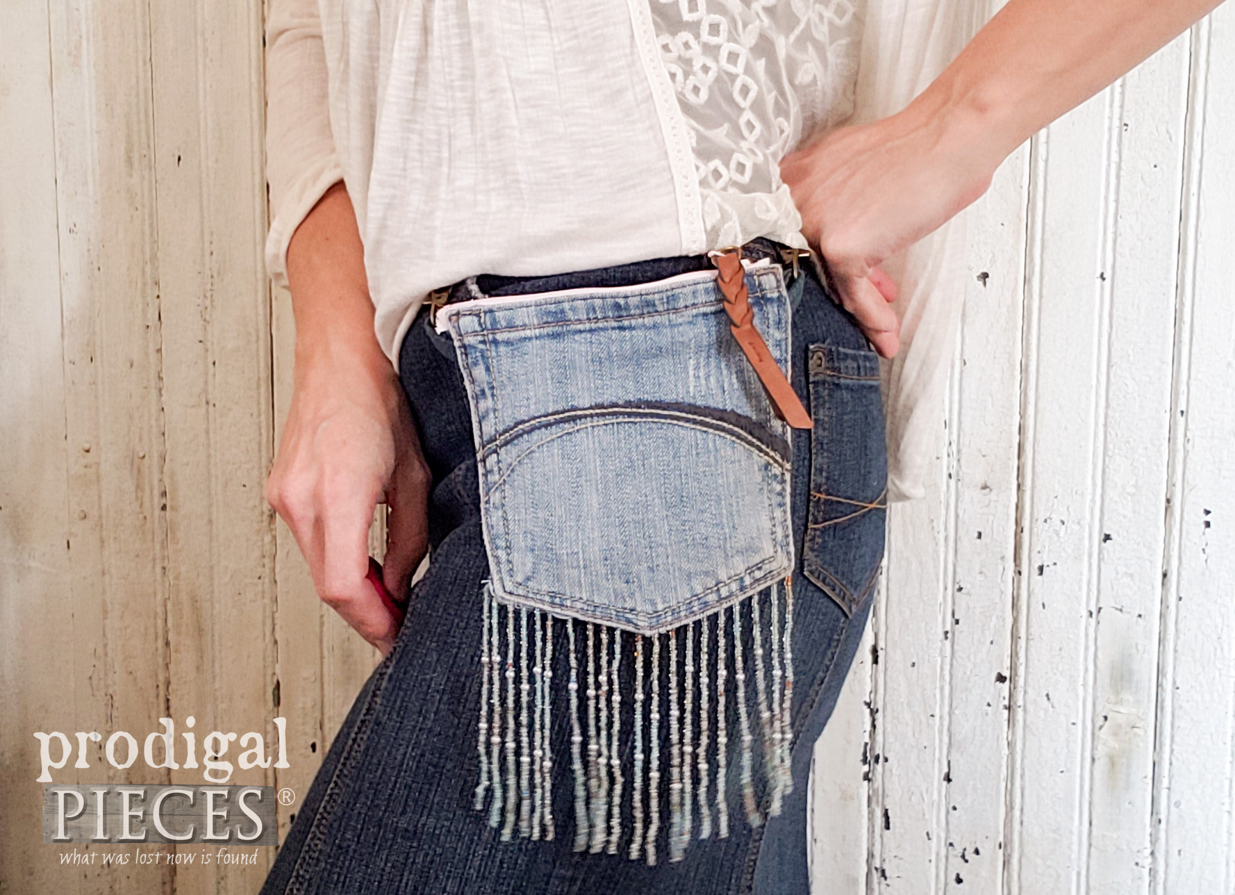 DIY Belt-Loop Purse with Pink Accents by Larissa of Prodigal Pieces   prodigalpieces.com #prodigalpieces #diy #handmade #fashion #style