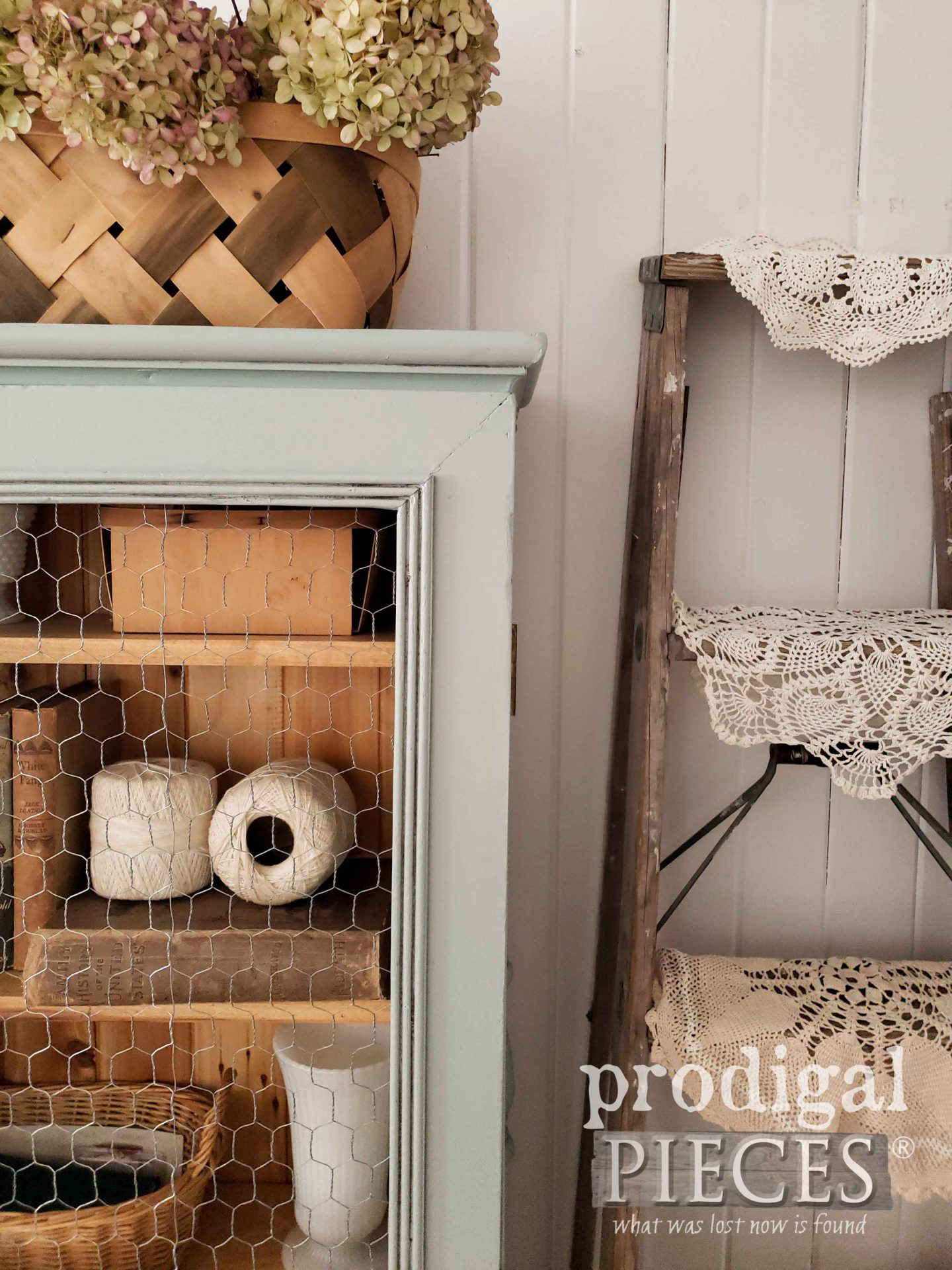 Cozy Farmhouse Decor by Larissa of Prodigal Pieces | prodigalpieces.com #prodigalpieces #farmhouse #home #homedecor