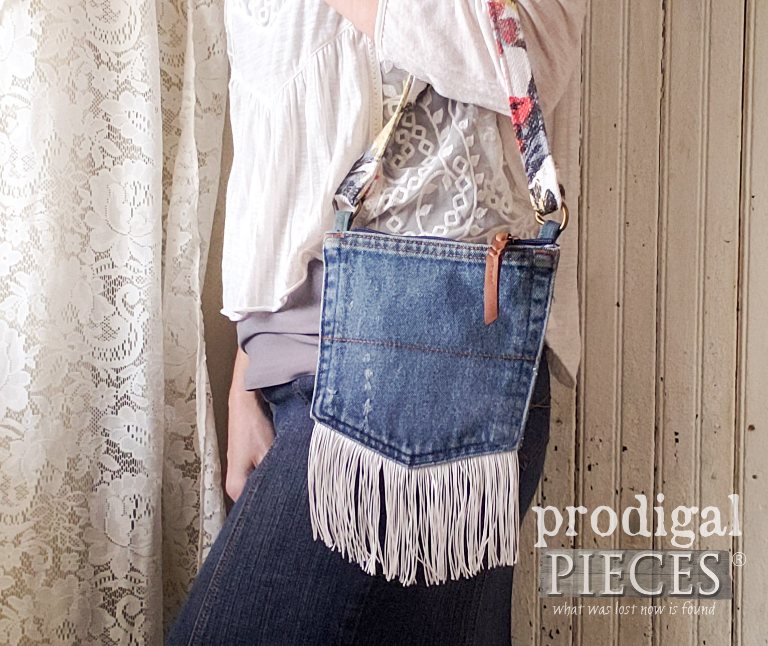 Dark Denim Handbag Made from Jean Pockets with Video Tutorial by Larissa of Prodigal Pieces | prodigalpieces.com #prodigalpieces #handmade #fashion #style #women #purse #bag #boho #farmhouse