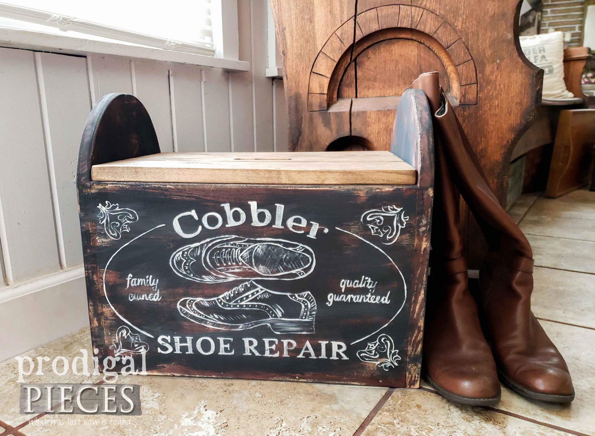 Farmhouse Cobbler Bin DIY Decor with Handmade Cobbler Bin by Larissa of Prodigal Pieces | prodigalpieces.com #prodigalpieces #farmhouse #rustic #handmade #home #homedecor