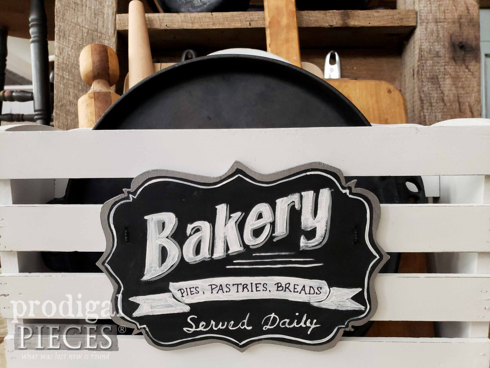 Hand-Painted Bakery Sign by Larissa of Prodigal Pieces | prodigalpieces.com #prodigalpieces #farmhouse #kitchen #handmade #home #homedecor