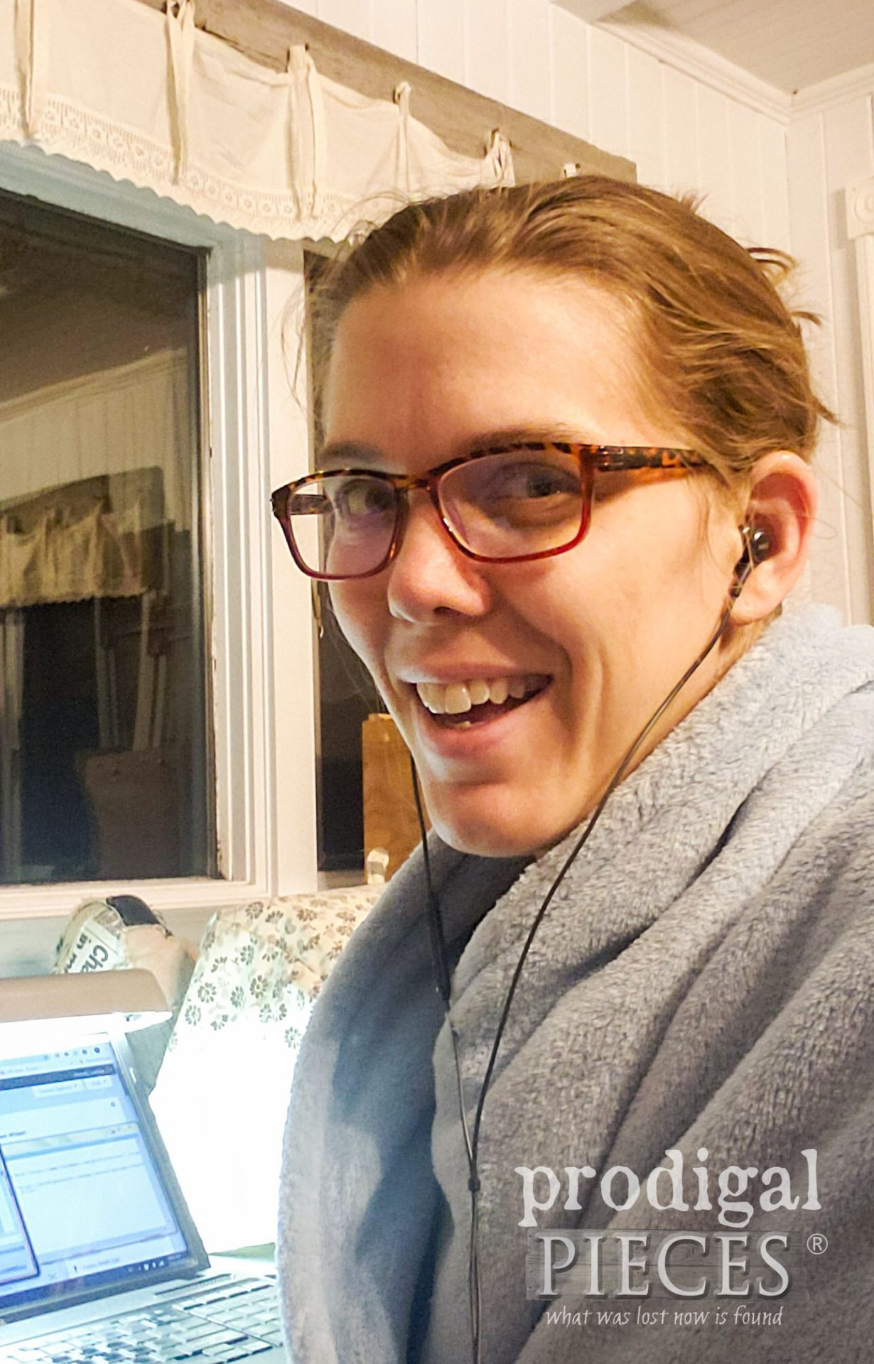 Larissa of Prodigal Pieces smile at work in the morning | prodigalpieces.com