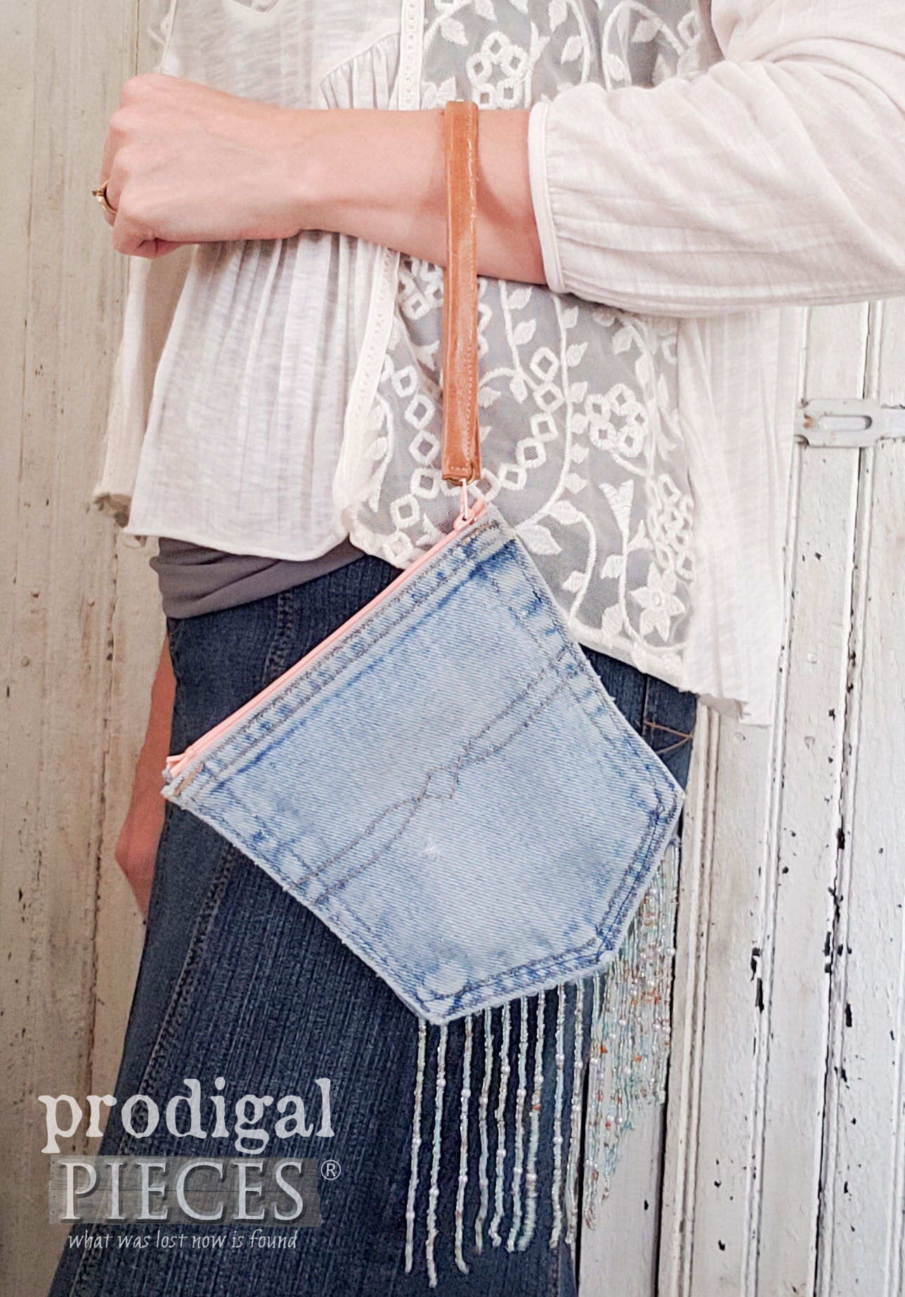 Blue Jean Pocket Purse made from Old Jeans | Video Tutorial by Larissa of Prodigal Pieces | prodigalpieces.com #prodigalpieces #sewing #crafts #fashion #purse #bag #upcycle