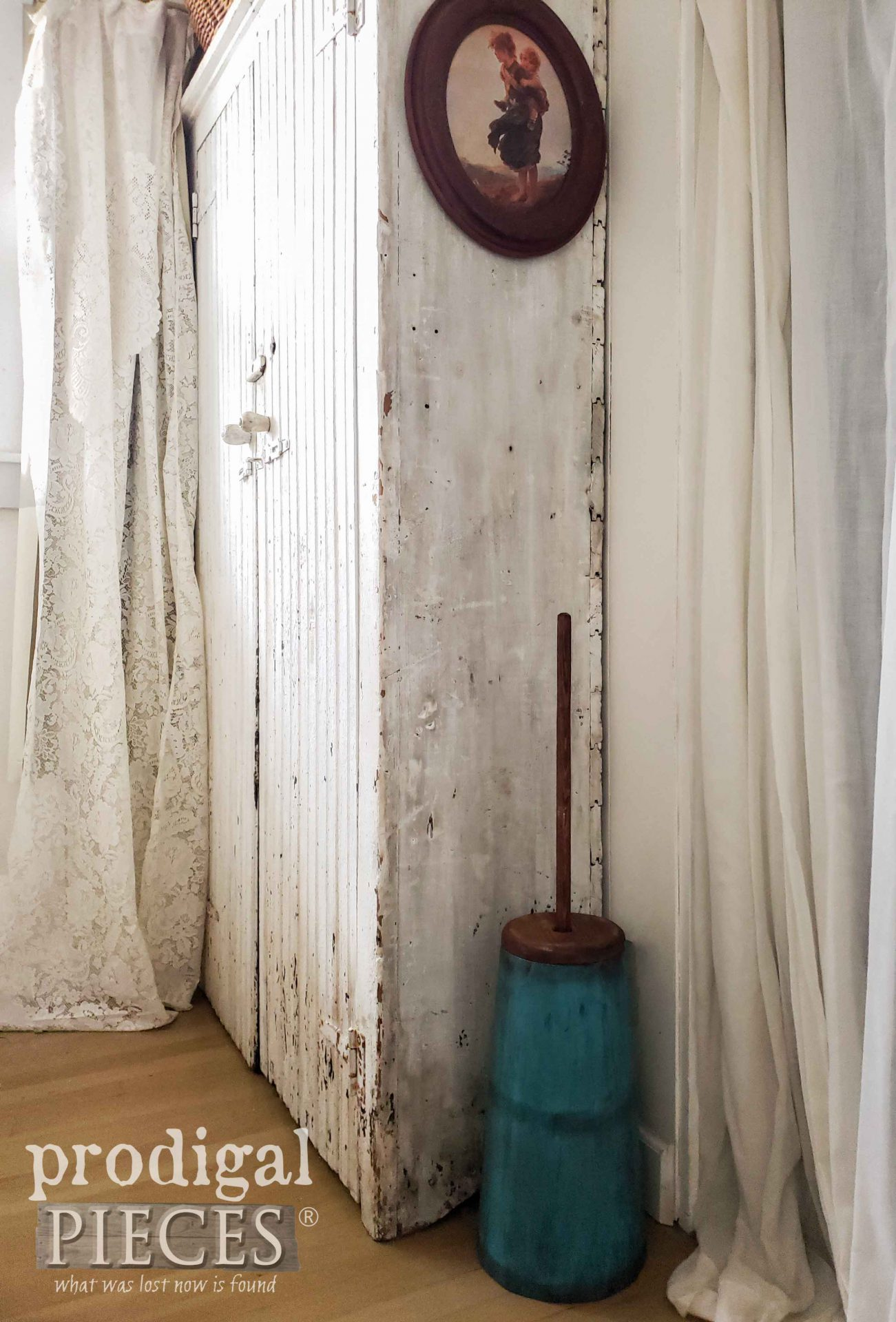 Farmhouse Style Decor with Rustic Antique Butter Churn by Larissa of Prodigal Pieces | prodigalpieces.com #prodigalpieces #farmhouse #diy #home #homedecor #antique