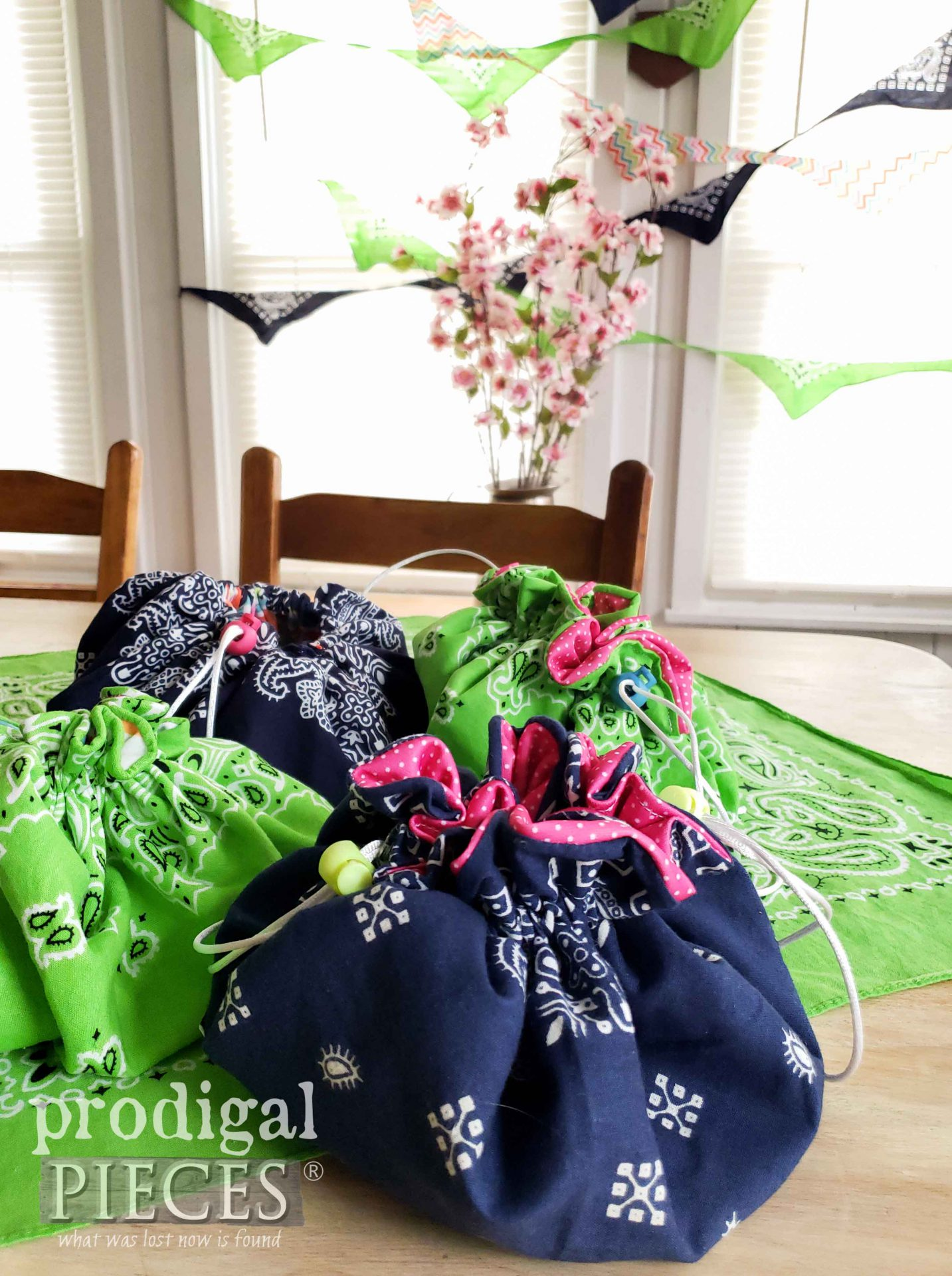 Handmade Bandana Drawstring Bag by Larissa of Prodigal Pieces with video tutorial | prodigalpieces.com #prodigalpieces #diy #fashion #upcycle #farmhouse #sewing