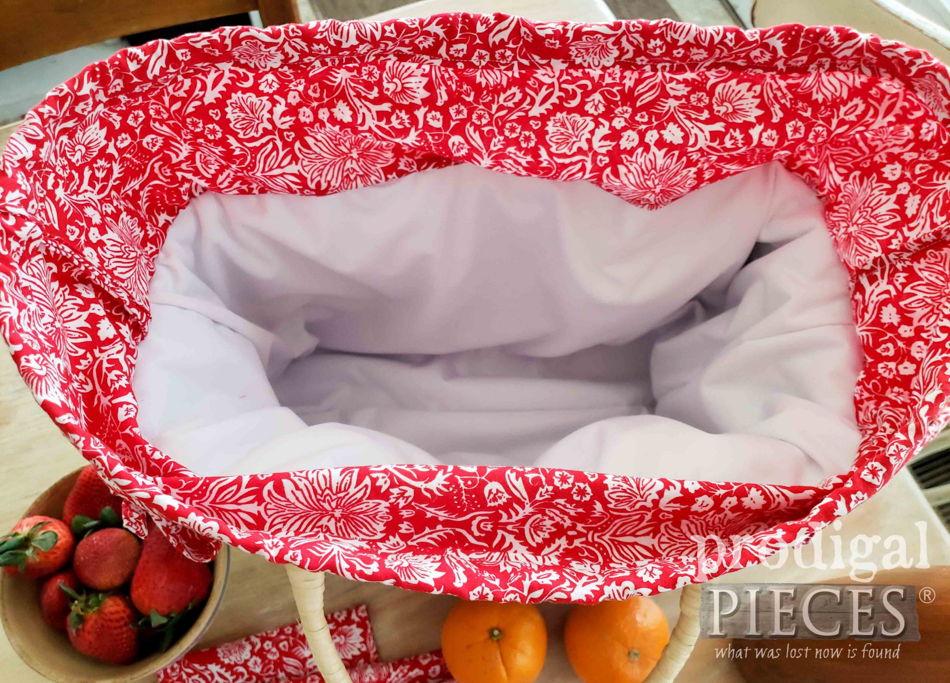 Inside DIY Insulated Picnic Basket with PUL lining | prodigalpieces.com #prodigalpieces #sewing #picnic #home #sewing