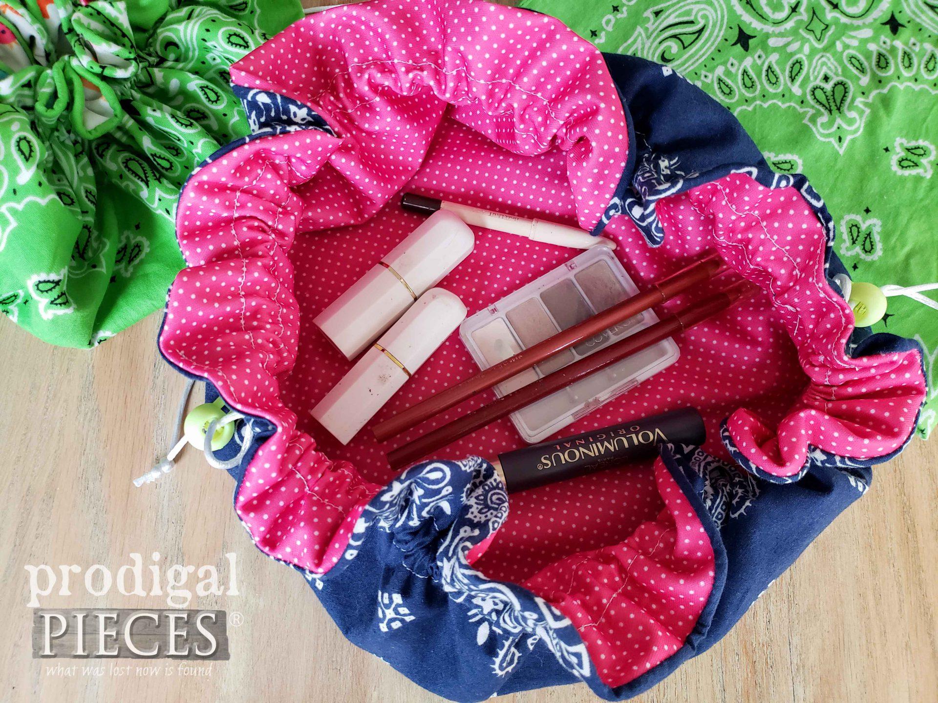 Handmade Makeup Bag DIY Video Tutorial by Larissa of Prodigal Pieces   prodigalpieces.com #prodigalpieces #diy #sewing #makeup #women