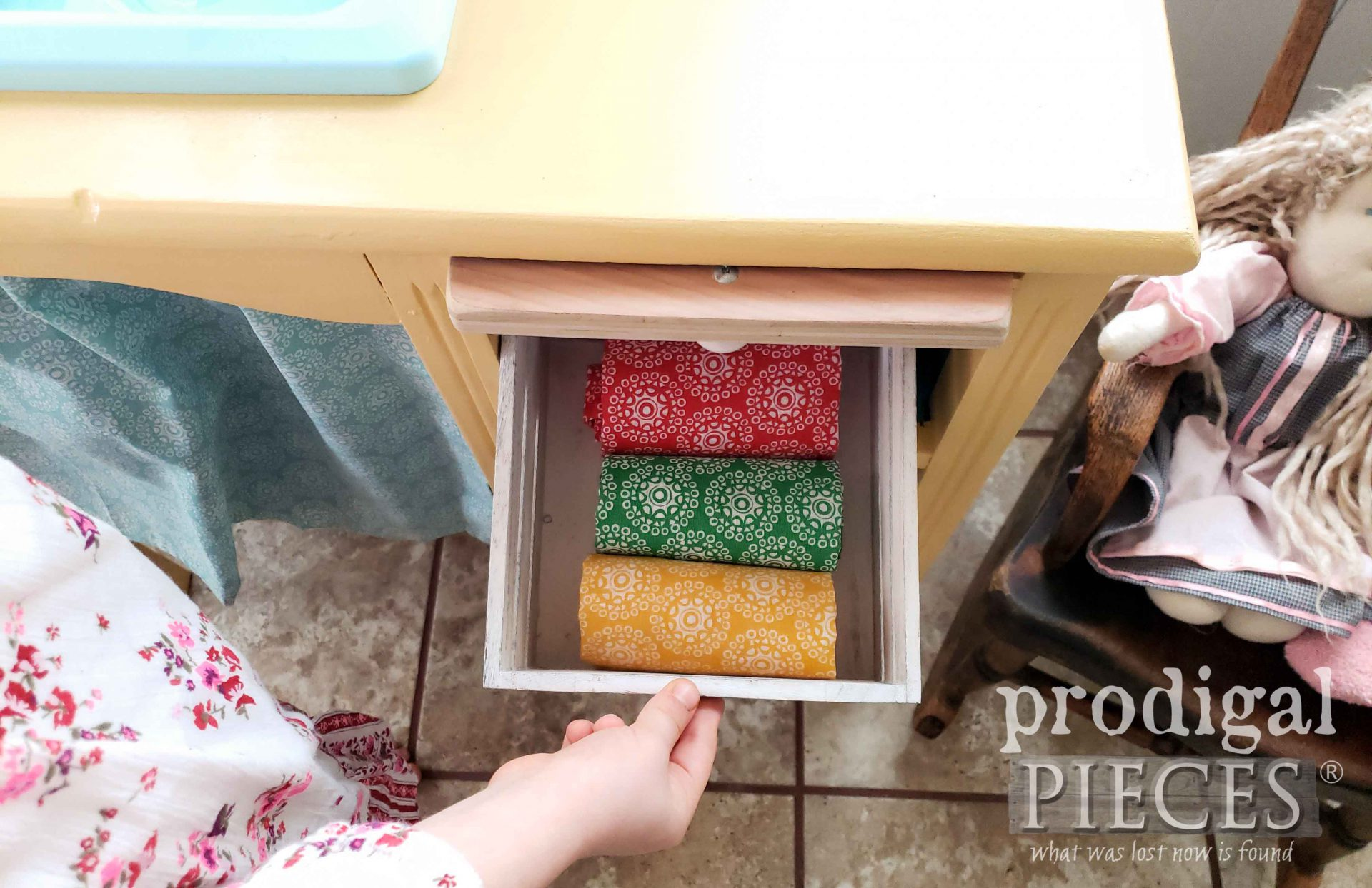 Handmade Play Kitchen by Prodigal Pieces | prodigalpieces.com #prodigalpieces #diy #toys #farmhouse
