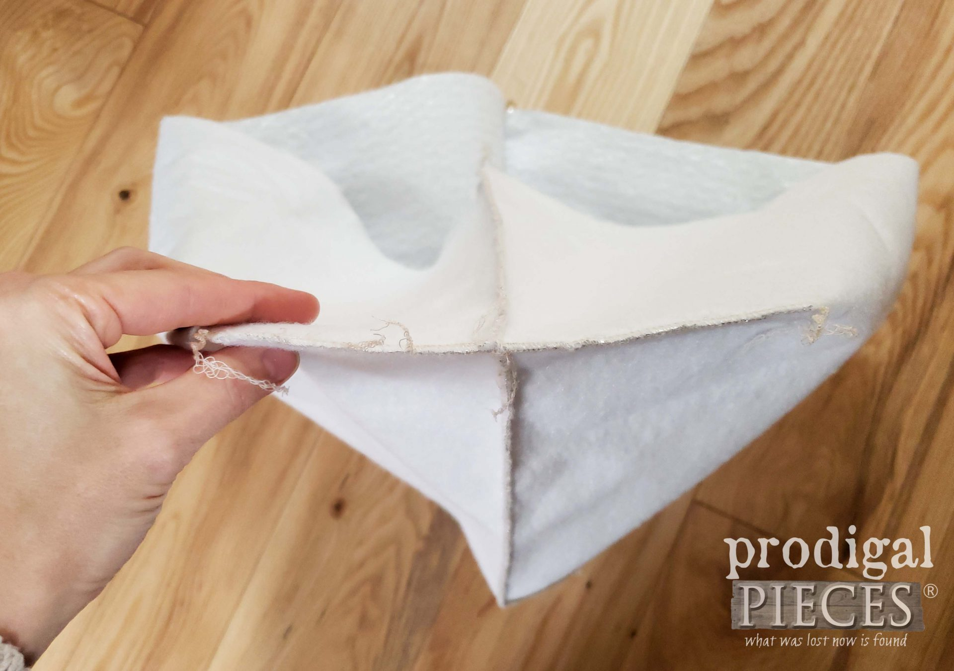 Serged Boxed Corner for DIY Insulated Picnic Basket | prodigalpieces.com