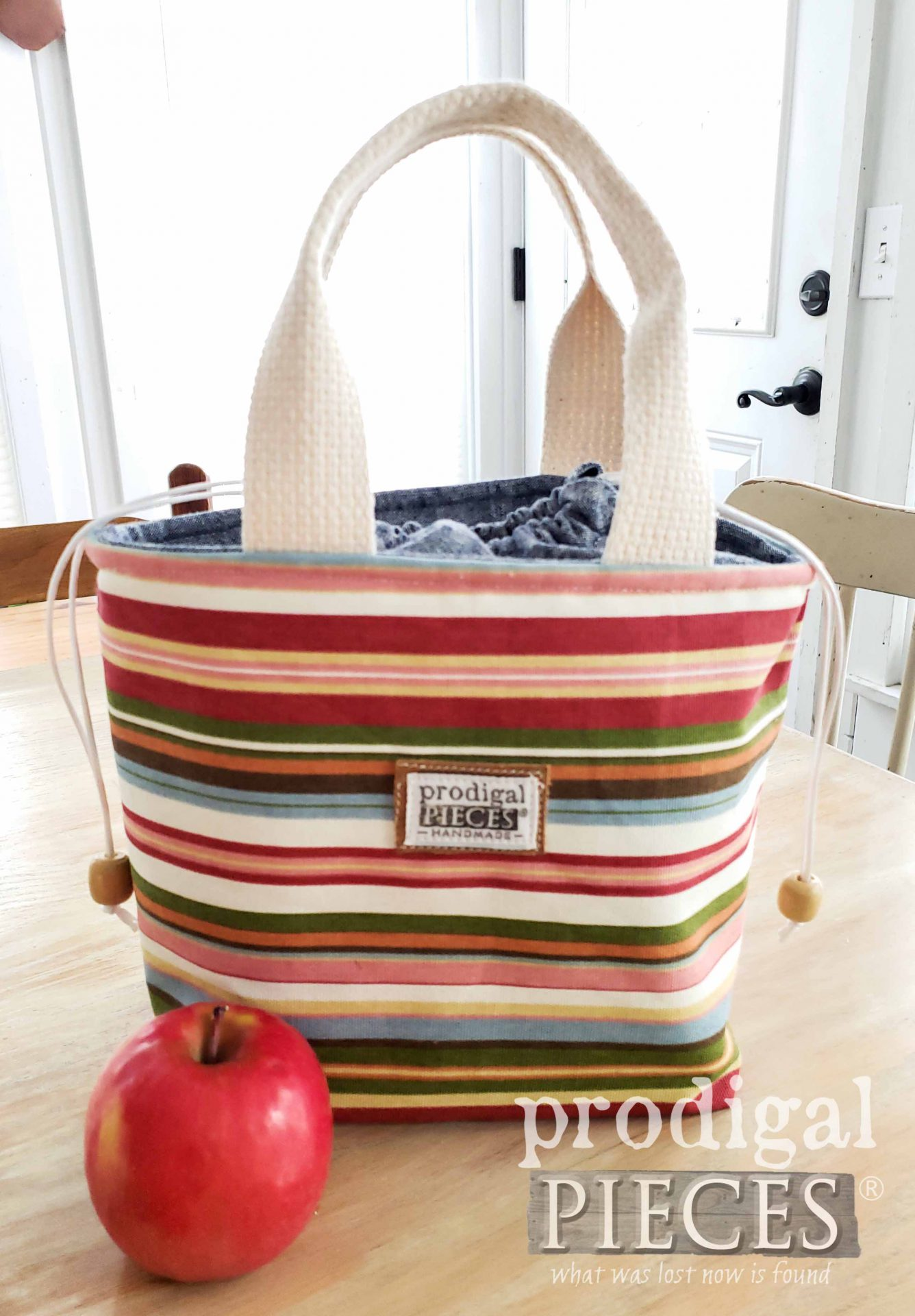 Handmade Striped Insulated Lunch Bag by Larissa of Prodigal Pieces | prodigalpieces.com #prodigalpieces #handmade #shopping #style #bag #lunch