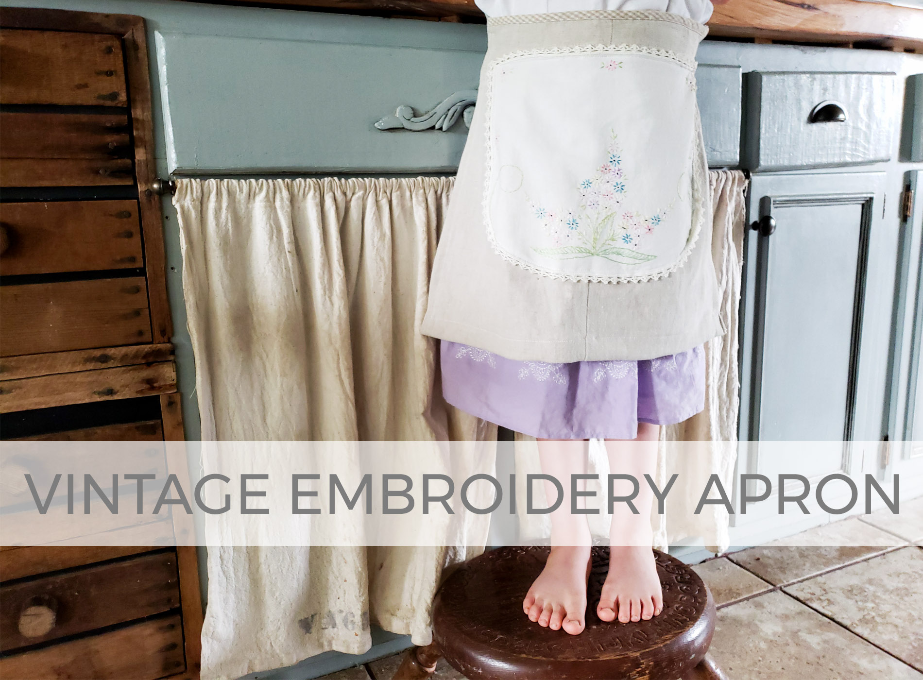 Create this cute kids apron with vintage embroidery | by Larissa of Prodigal Pieces | prodigalpieces.com #prodigalpieces