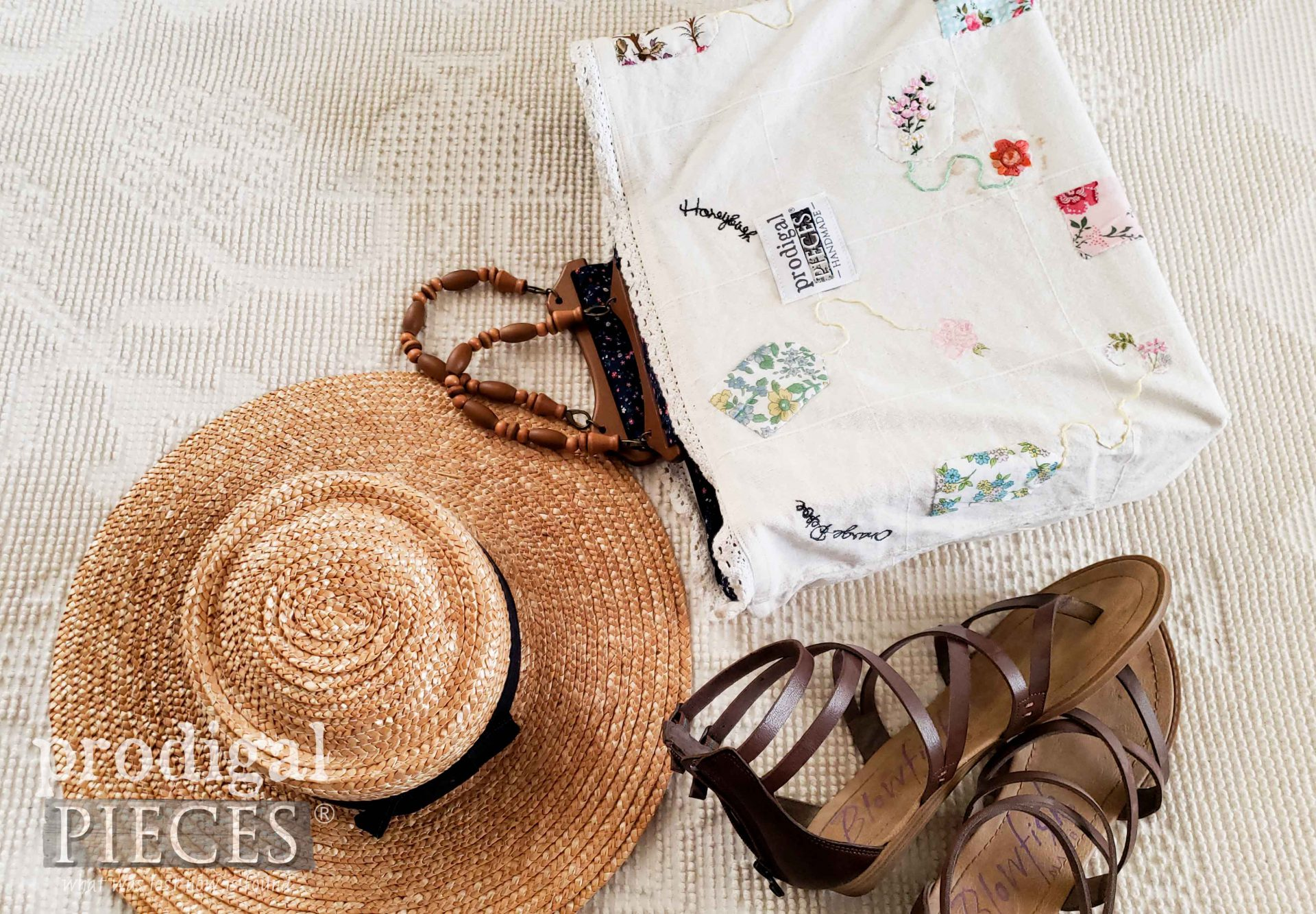 Farmhouse Cottage Style Bag by Larissa of Prodigal Pieces | prodigalpieces.com #prodigalpieces #refashion #diy #handmade