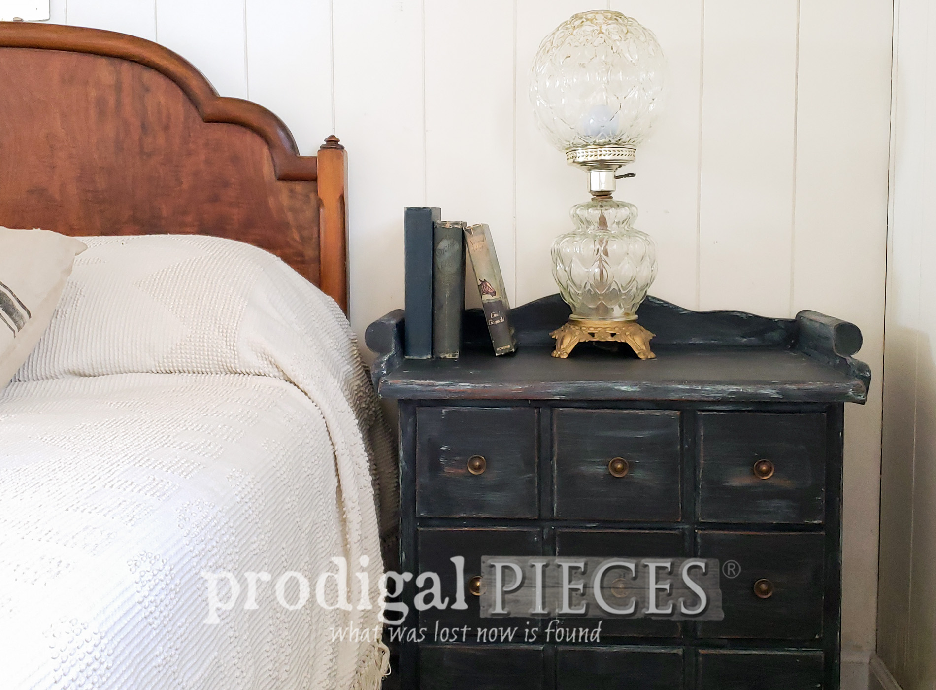 Featured Vintage Farmhouse Chest Nightstand Makeover by Larissa of Prodigal Pieces | prodigalpieces.com #prodigalpieces #furniture #home #farmhouse #homedecor #diy