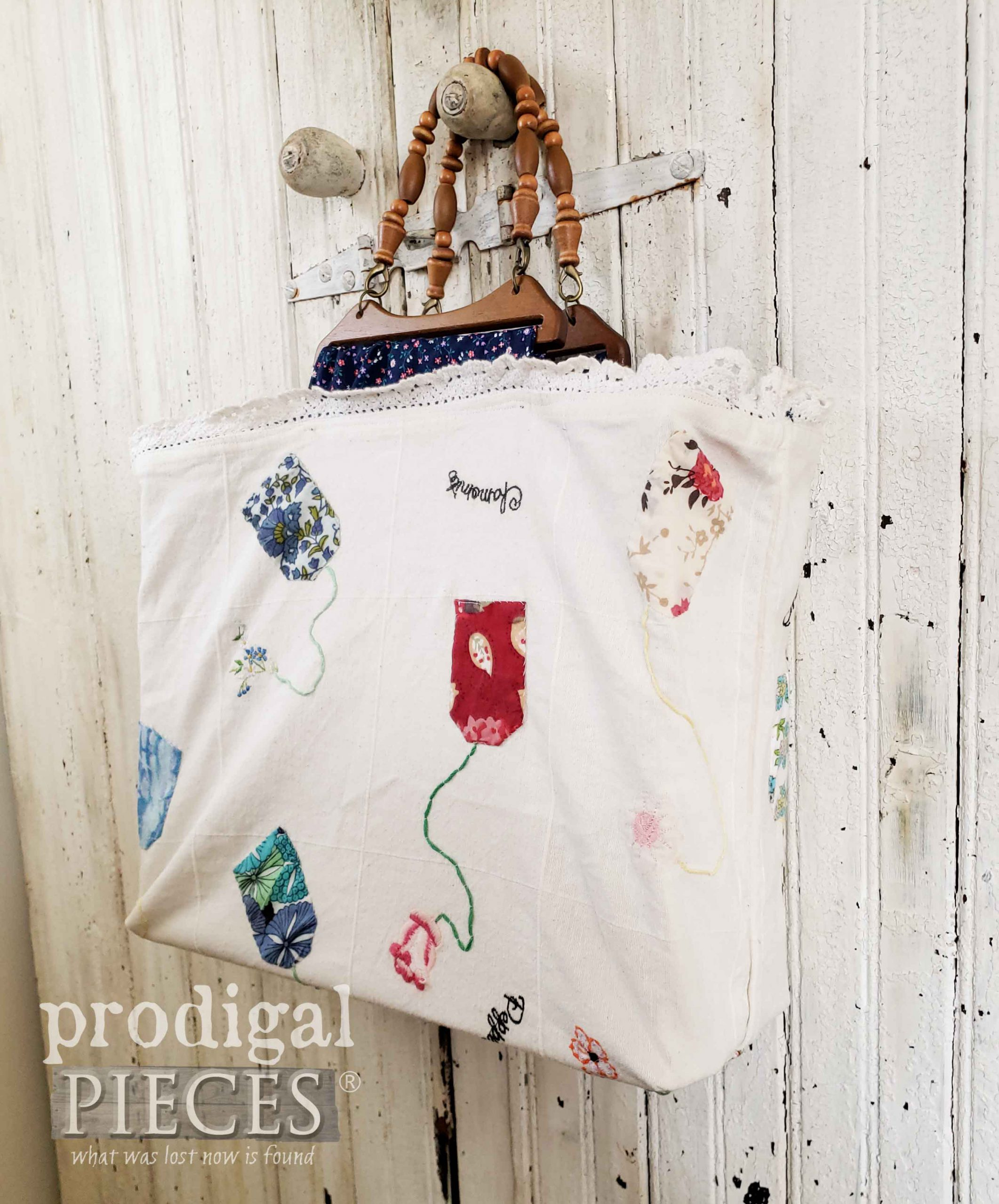 Handmade Embroidered Tote by Larissa of Prodigal Pieces | prodigalpieces.com #prodigalpieces #handmade #fashion