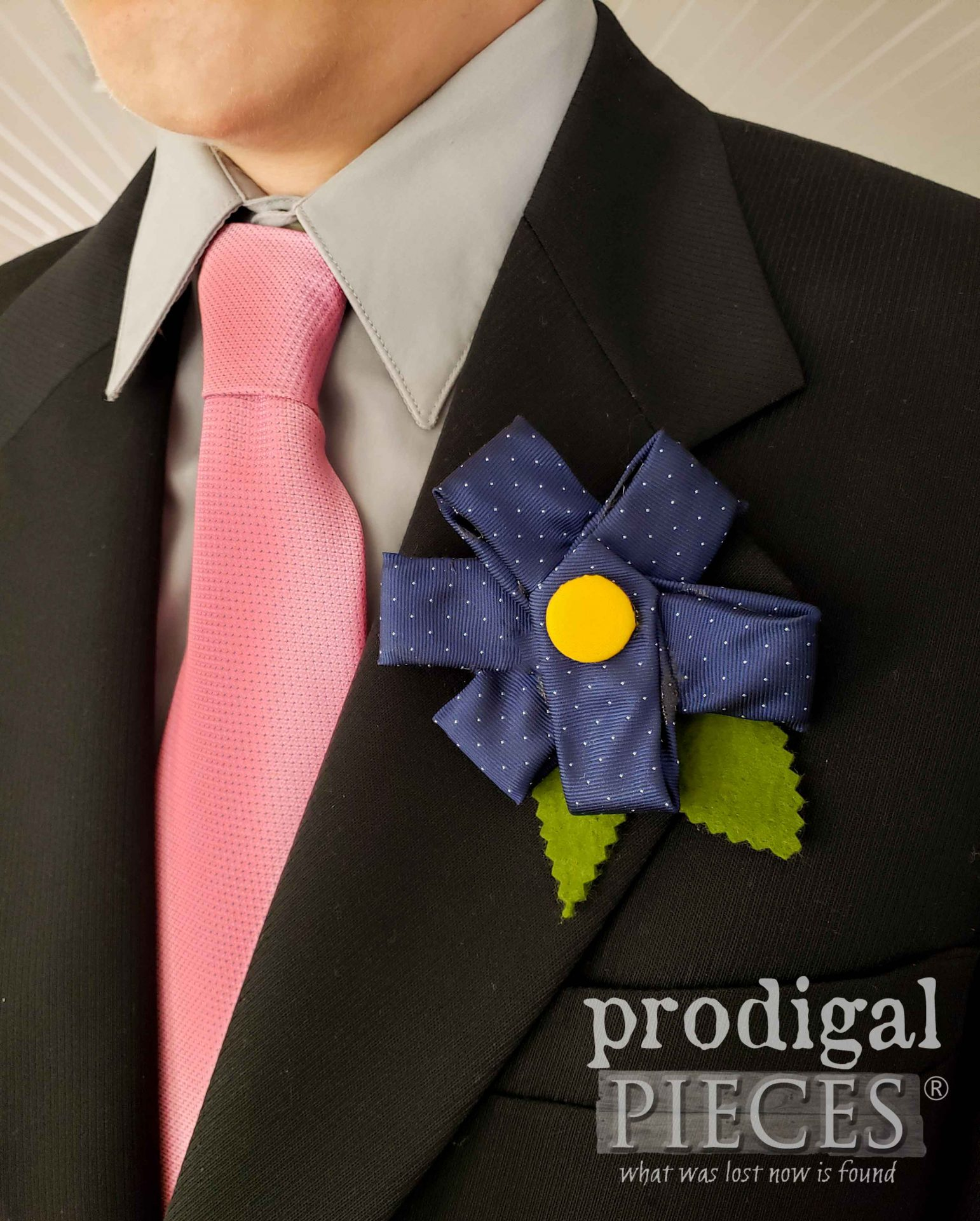 Blue Pinwheel Flower Boutonniere Tutorial by Larissa of Prodigal Pieces | prodigalpieces.com #prodigalpieces #flower #diy #fathersday #hair #dad #wedding