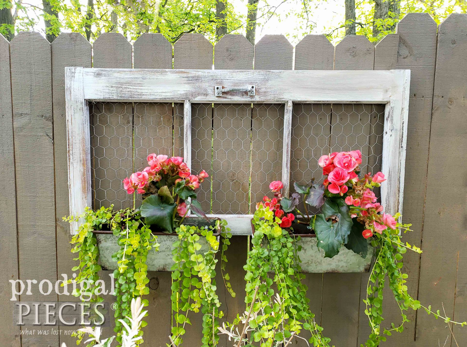 Chicken Wire Upcycled Window Planter by Larissa of Prodigal Pieces | prodigalpieces.com #prodigalpieces #garden #diy #home #homedecor #upcycled