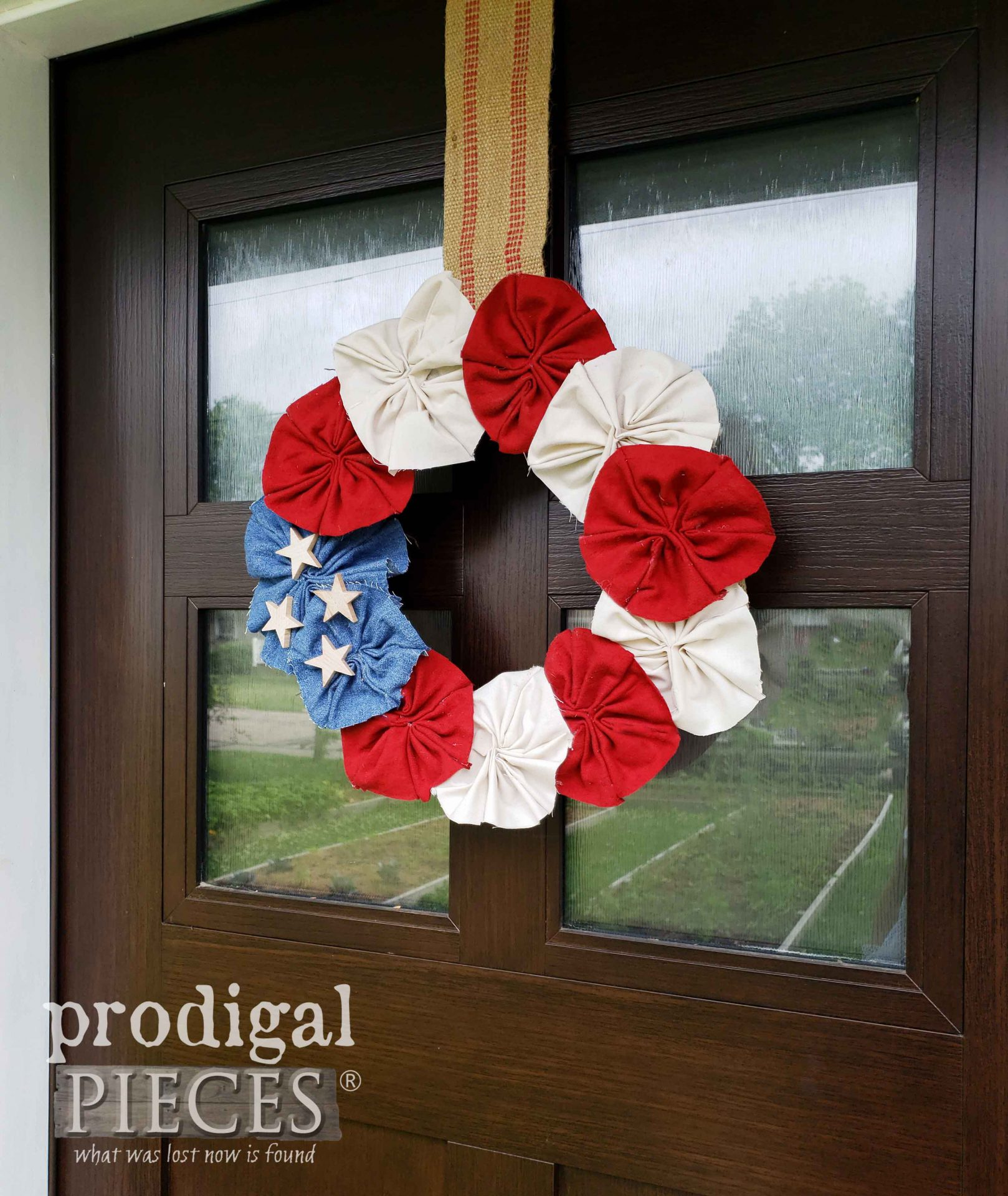 DIY Independence Day Wreath from Upcycled Fabric by Larissa of Prodigal Pieces | prodigalpieces.com #prodigalpieces #independenceday #diy #4thofjuly #home #homedecor