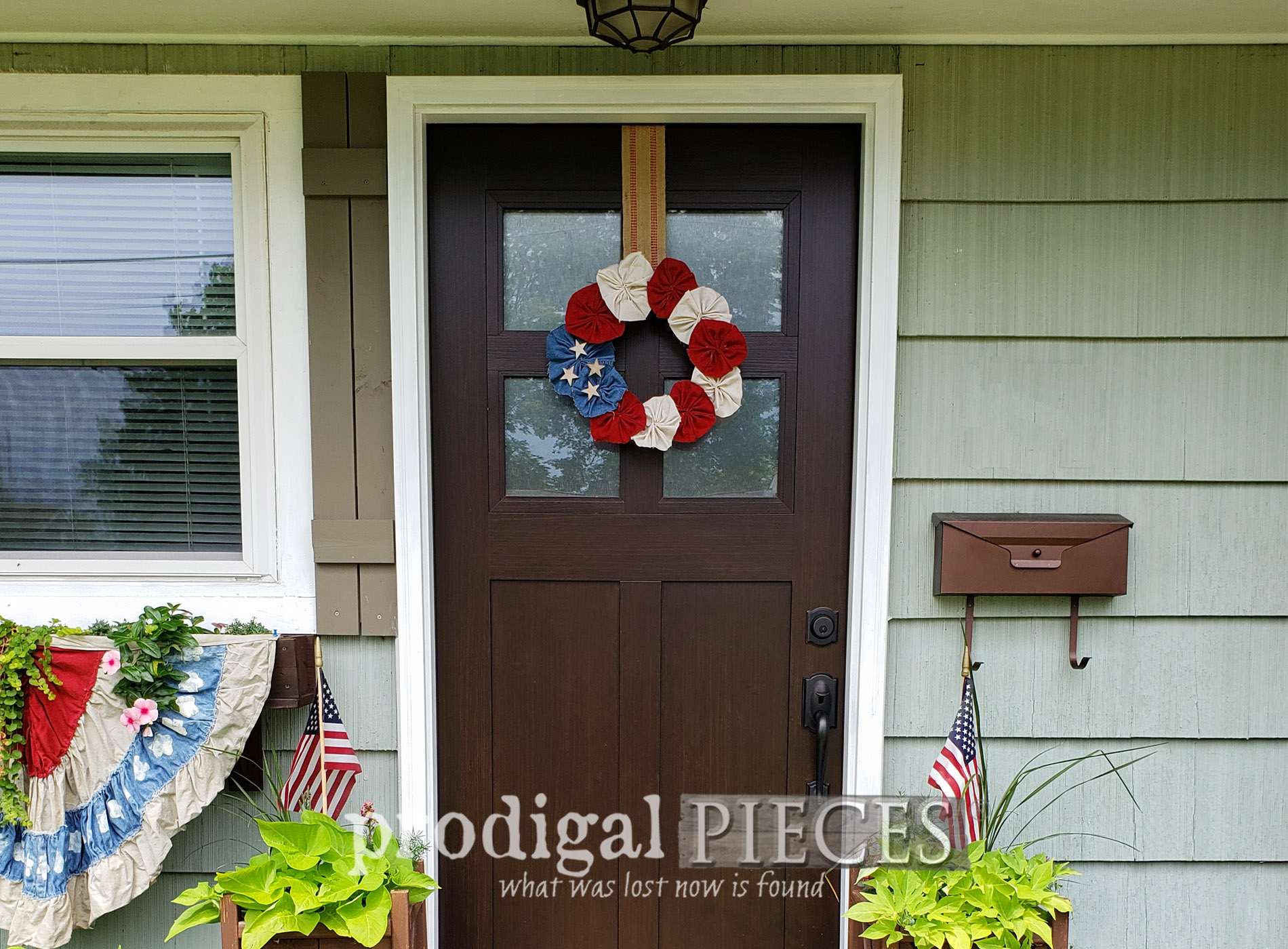 Featured 4th of July Wreath from Upcycled Fabric by Larissa of Prodigal Pieces | prodigalpieces.com #prodigalpieces #diy #4thofjuly #independenceday #refashion