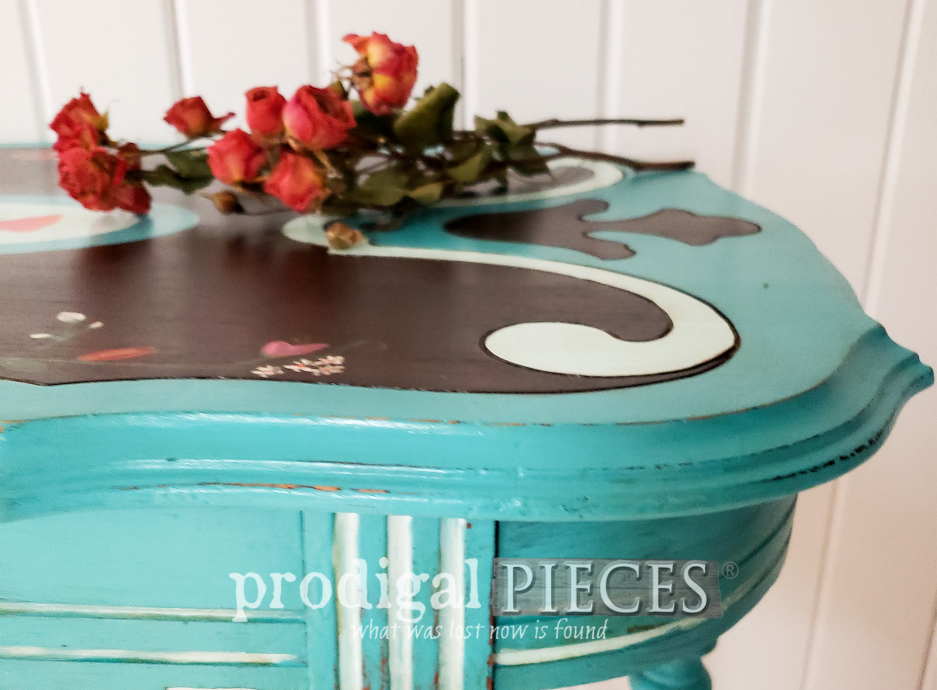 Featured Ornate Antique Table with Teal Blue by Larissa of Prodigal Pieces | prodigalpieces.com #prodigalpieces #diy #home #furniture #homedecor