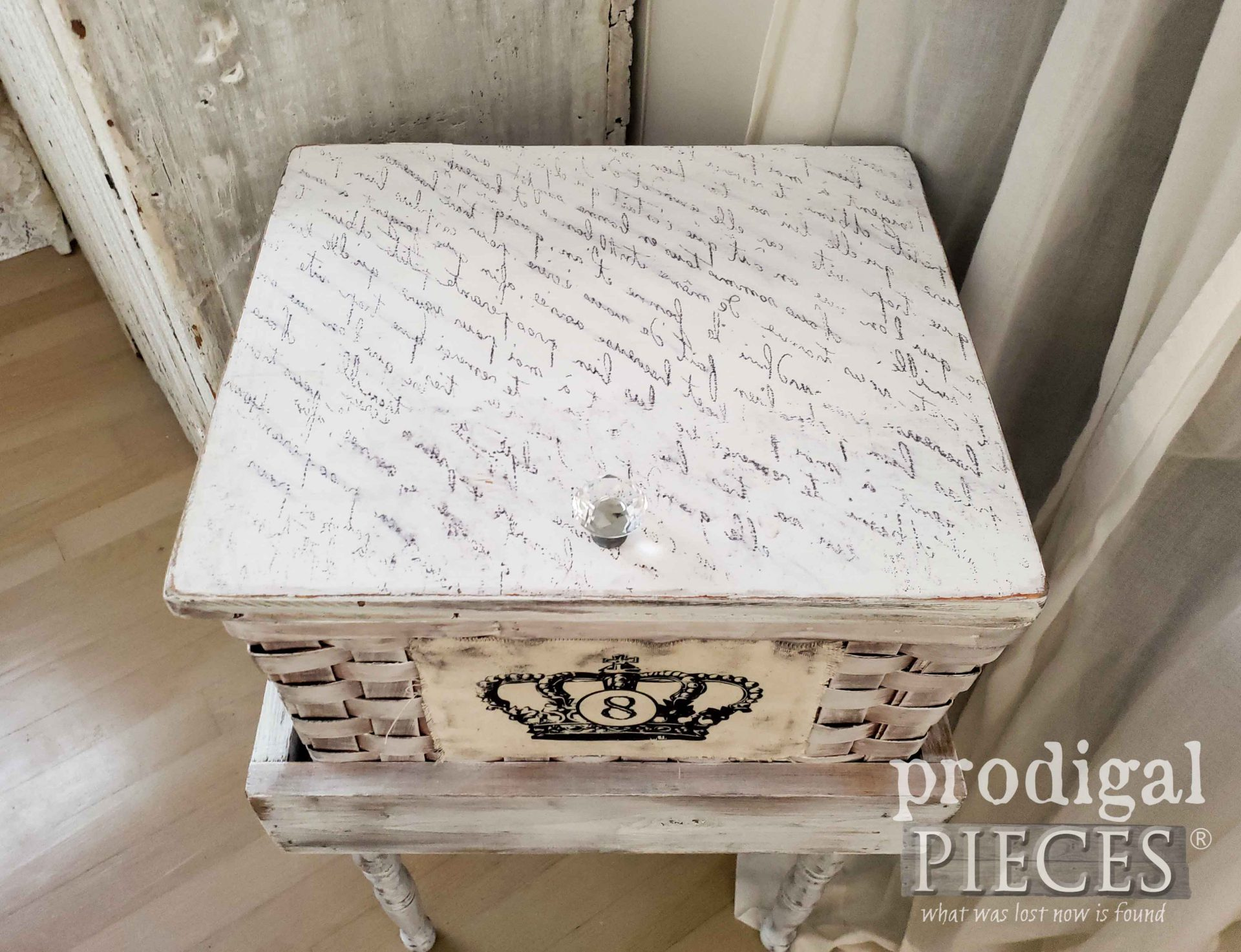 French Basket Table Top Handmade by Larissa of Prodigal Pieces | prodigalpieces.com #prodigalpieces #diy #home #furniture #farmhouse #homedecor