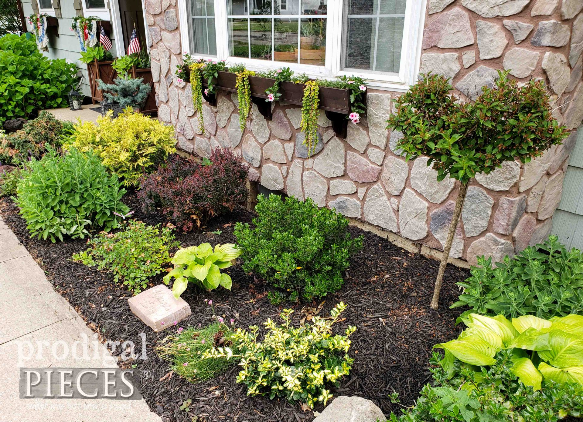 DIY House Front Landscaping by Larissa of Prodigal Pieces | prodigalpieces.com #prodigalpieces #diy #landscaping #gardening