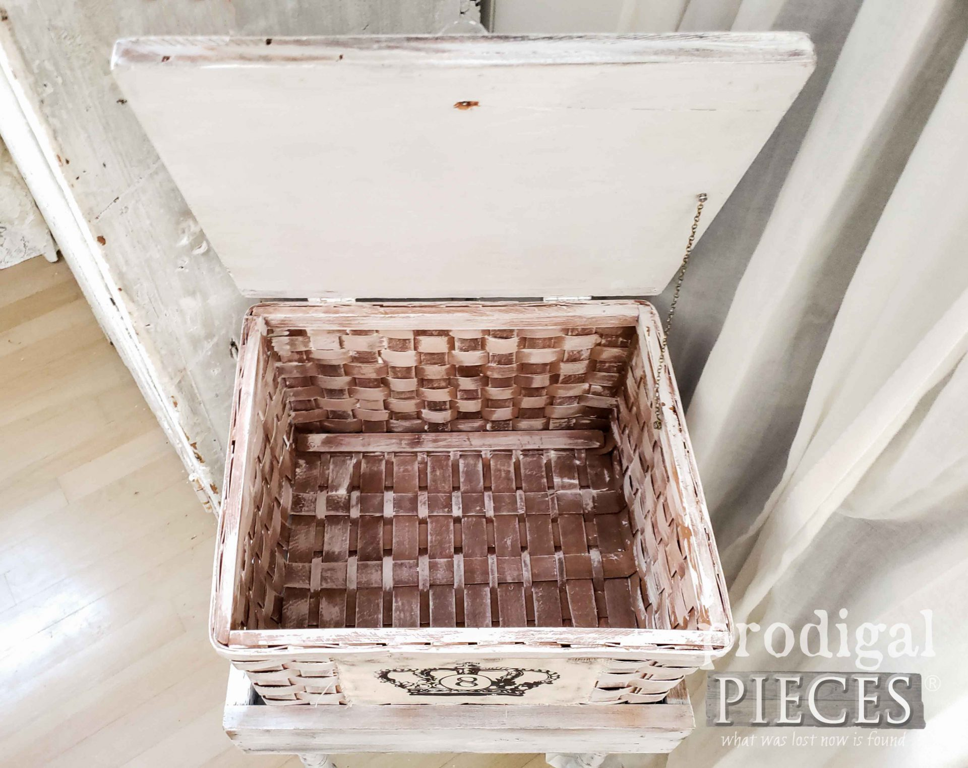 Inside Upcycled Basket Table with Storage by Larissa of Prodigal Pieces | prodigalpieces.com #prodigalpieces #furniture #handmade #home #homedecor