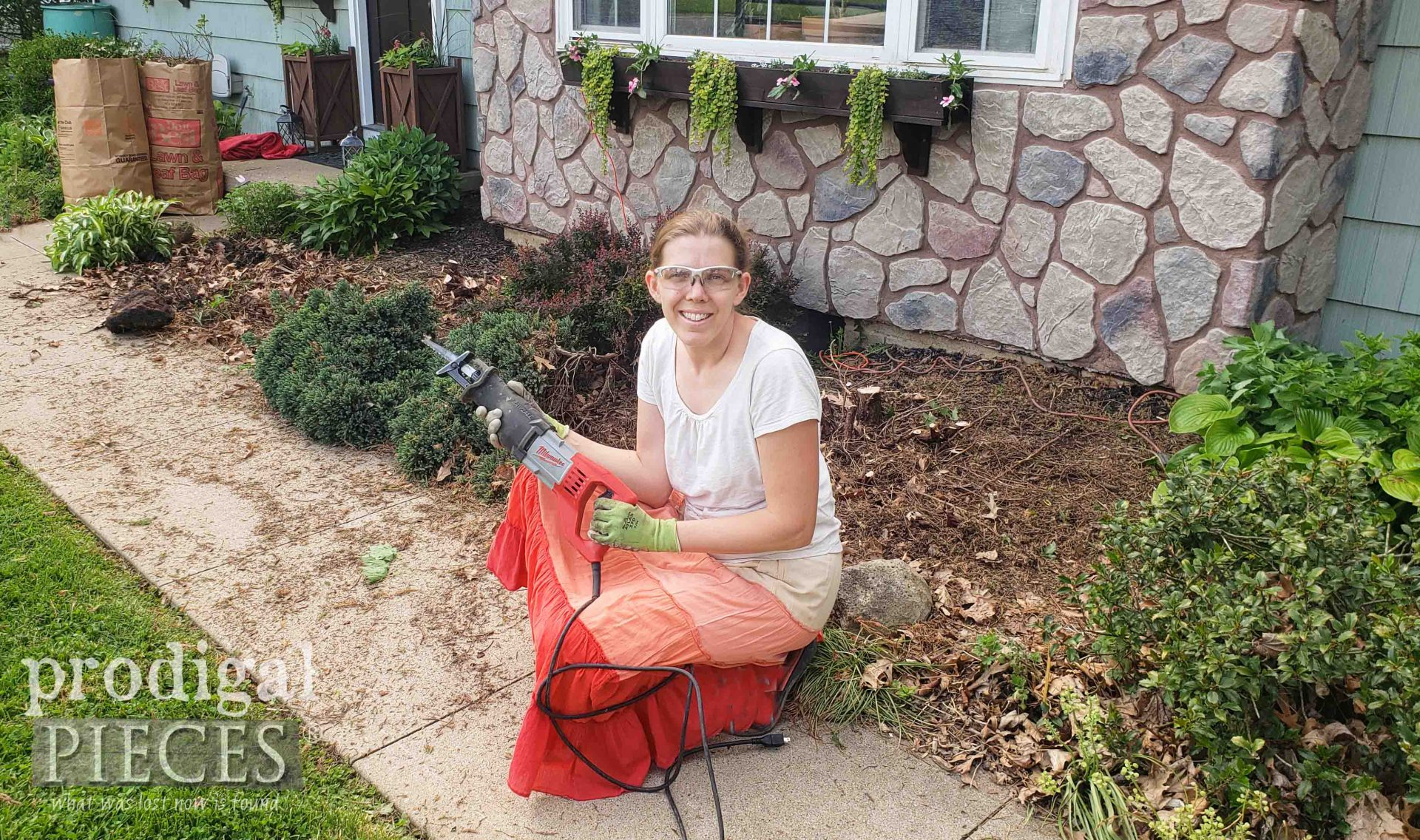 Larissa of Prodigal Pieces in her landscaping adventures | prodigalpieces.com