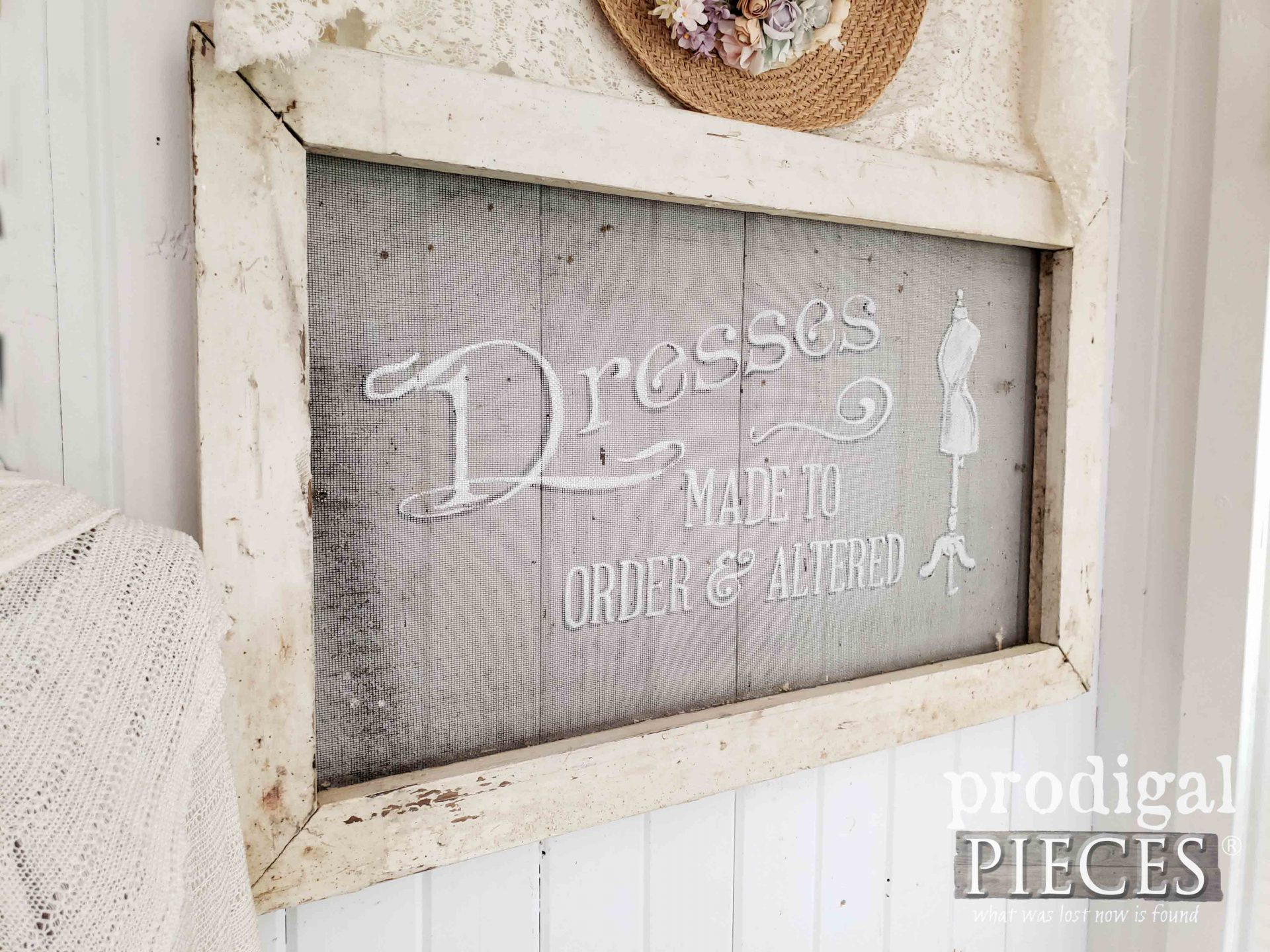 Left Side Screen Wall Art by Larissa of Prodigal Pieces | prodigalpieces.com #prodigalpieces #farmhouse #home #homedecor #diy