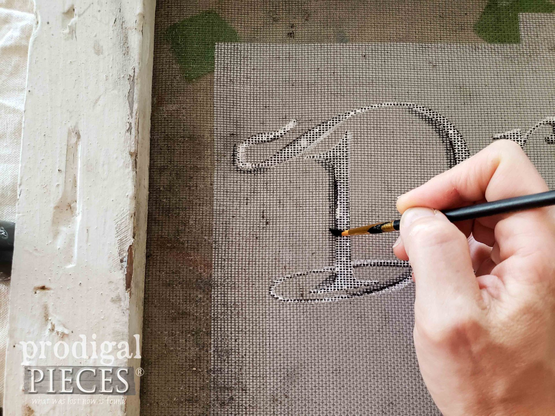 Painting a Window Screen with Typography by Larissa of Prodigal Pieces | prodigalpieces.com