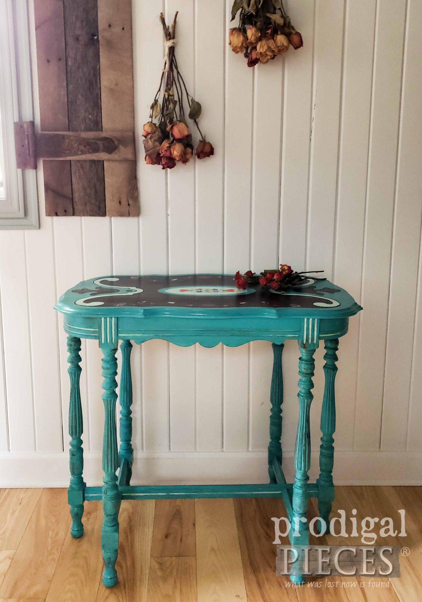 Rustic Chic Antique Entry Table Makeover by Larissa of Prodigal Pieces | prodigalpieces.com #prodigalpieces #diy #furniture #home #farmhouse #homedecor