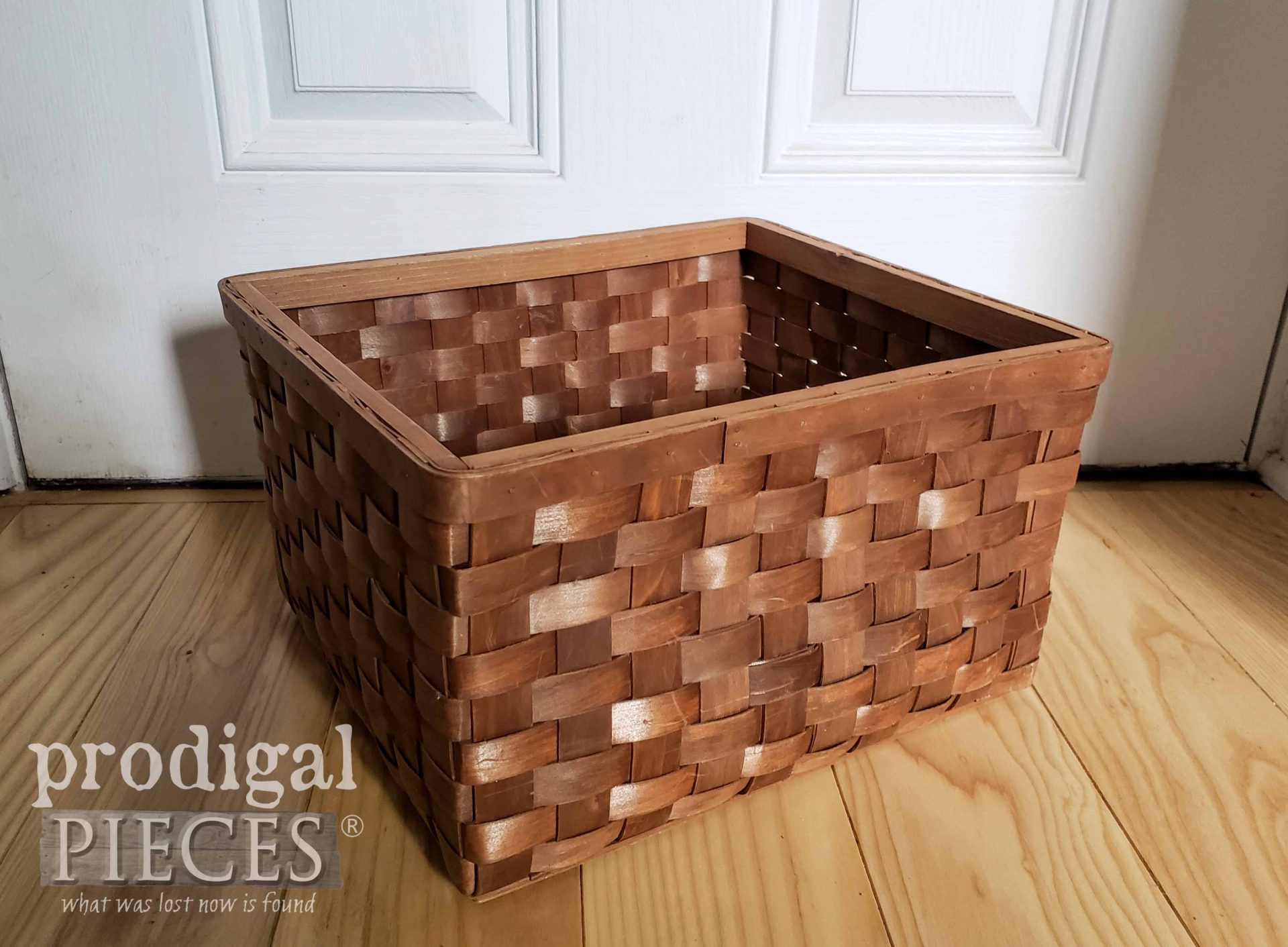 Thrifted Basket Before Upcycle by Larissa of Prodigal Pieces | prodigalpieces.com