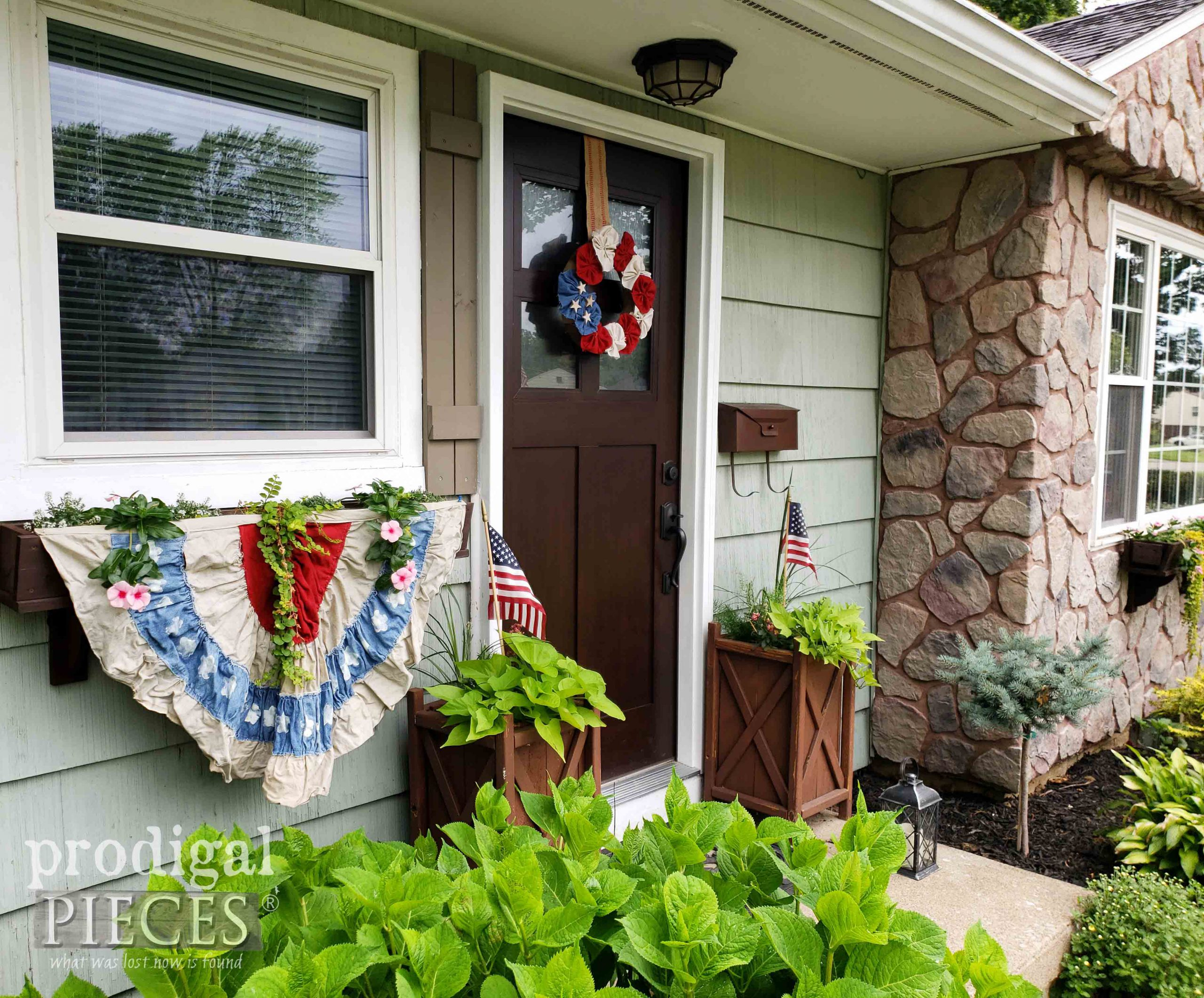 U.S.A. Independence Day Decor ~ 4th of July Wreath by Larissa of Prodigal Pieces | prodigalpieces.com #prodigalpieces #4thofjuly #independenceday #usa #farmhouse