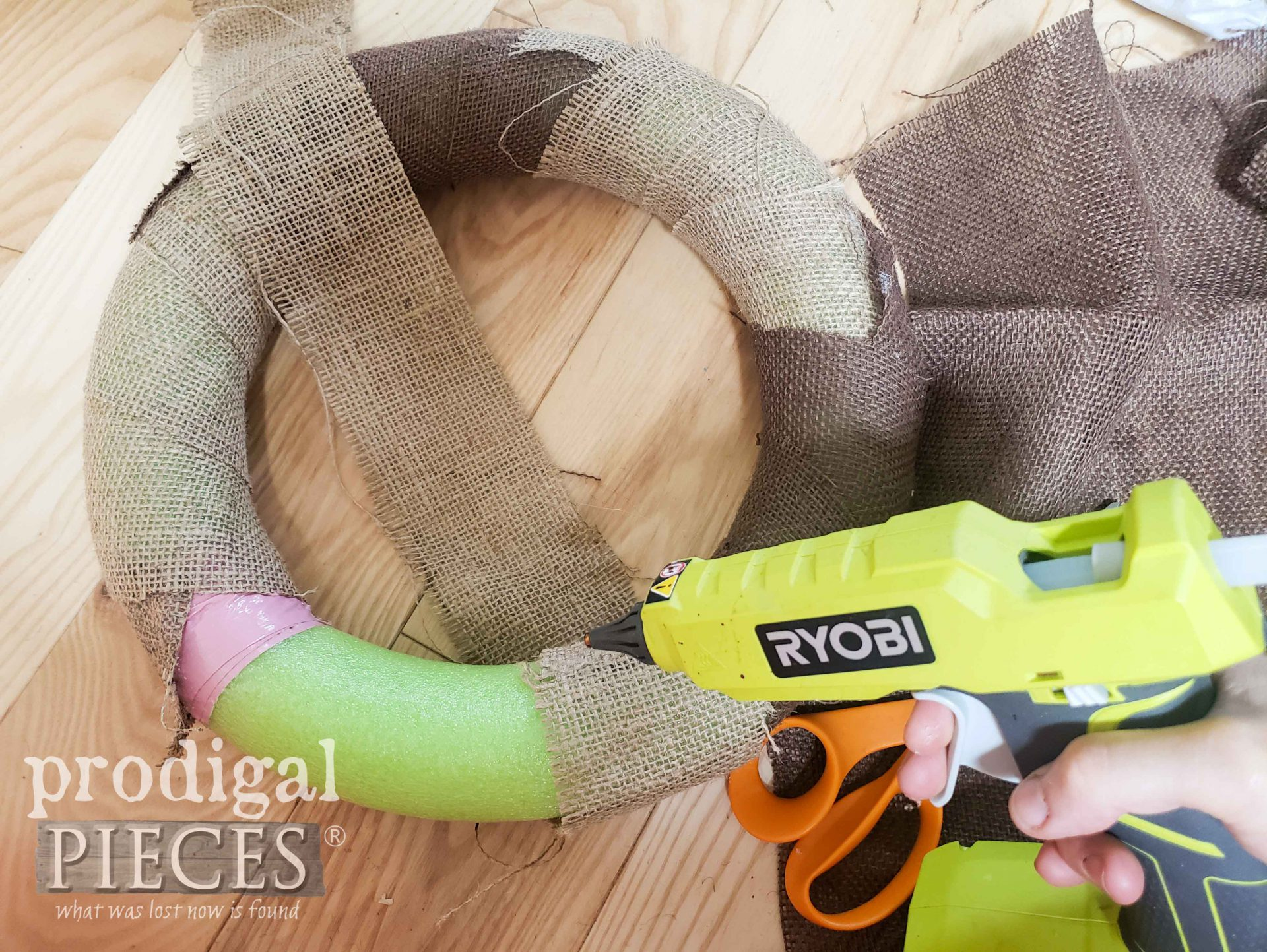 Wrapping Burlap Wreath | prodigalpieces.com