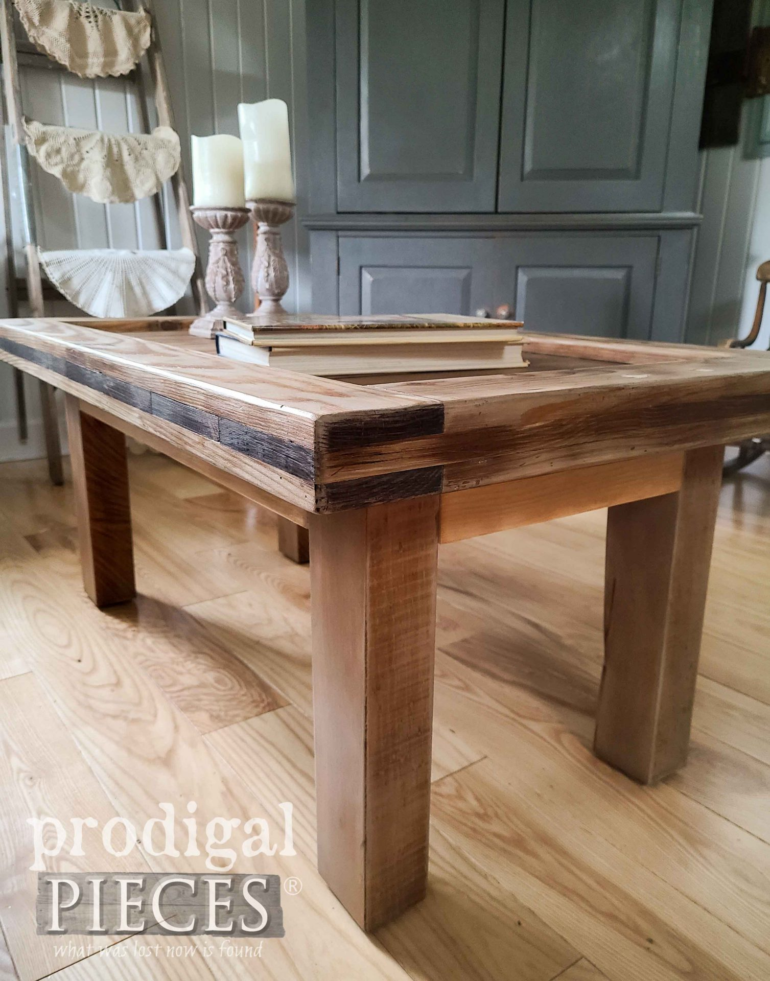 Farmhouse Coffee Table DIY by Prodigal Pieces | prodigalpieces.com #prodigalpieces #diy #furniture
