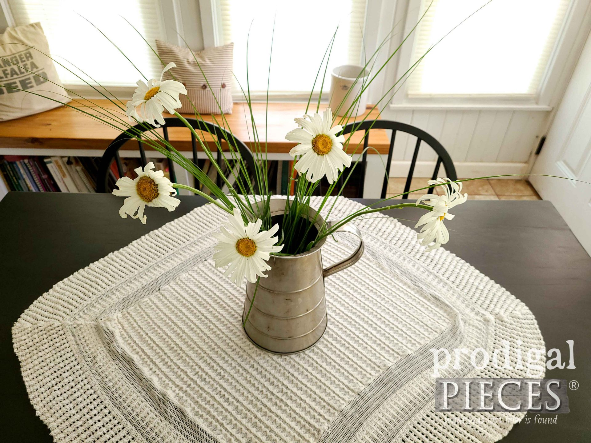 Farmhouse Homegrown Daisies by Prodigal Pieces | prodigalpieces.com #prodigalpieces #flowers #daisies