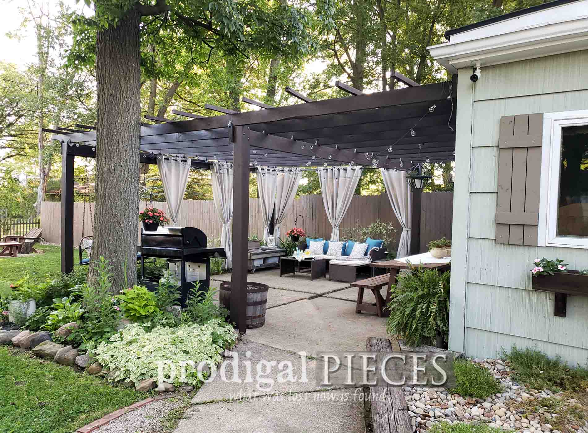 Featured DIY Patio Update by Prodigal Pieces | prodigalpieces.com #prodigalpieces #diy #patio #farmhouse #home #homedecor