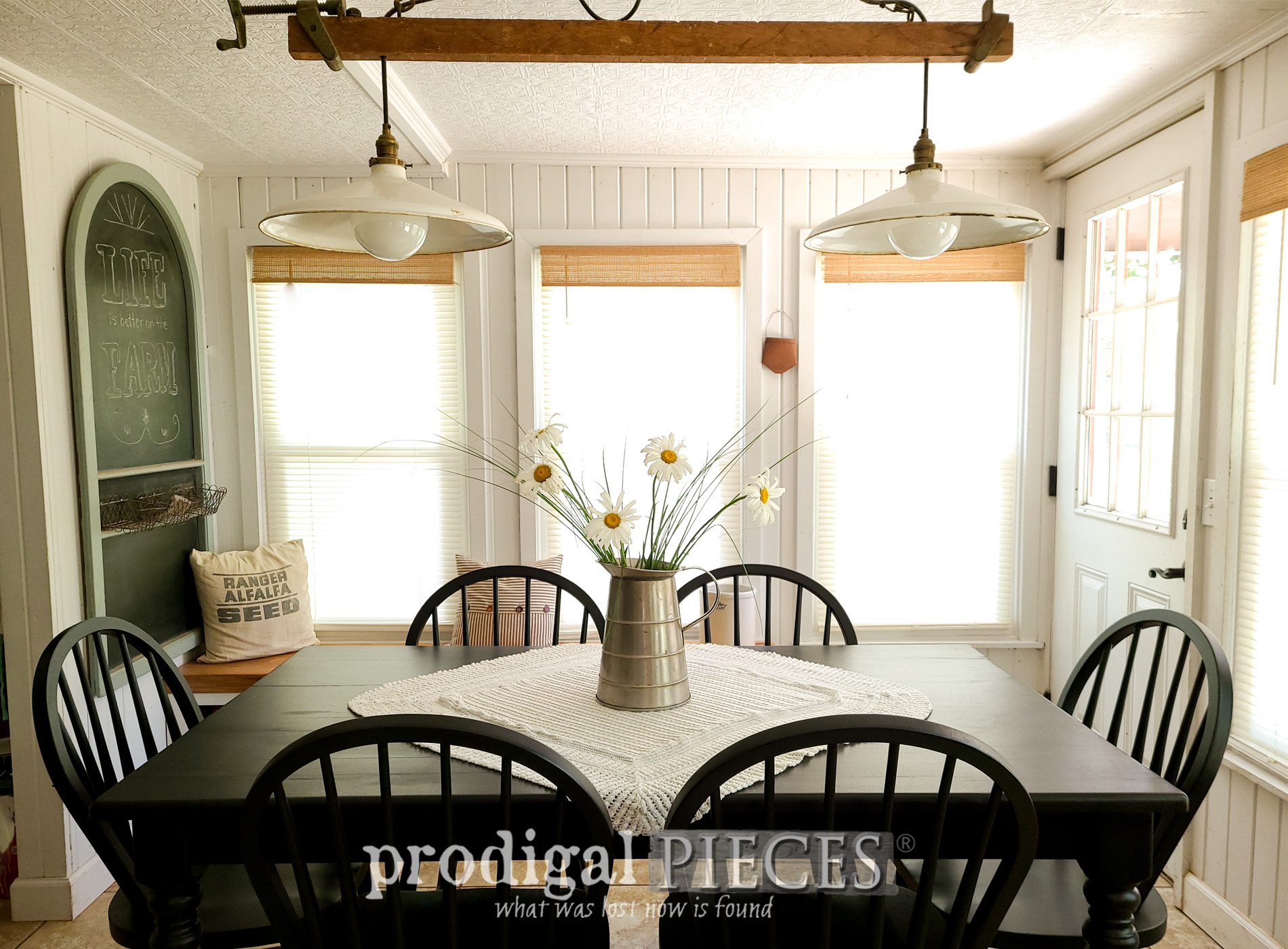 Featured Farmhouse Dining Table Makeover by Larissa of Prodigal Pieces | prodigalpieces.com #prodigalpieces #farmhouse #diy #home #homedecor #dining #diy