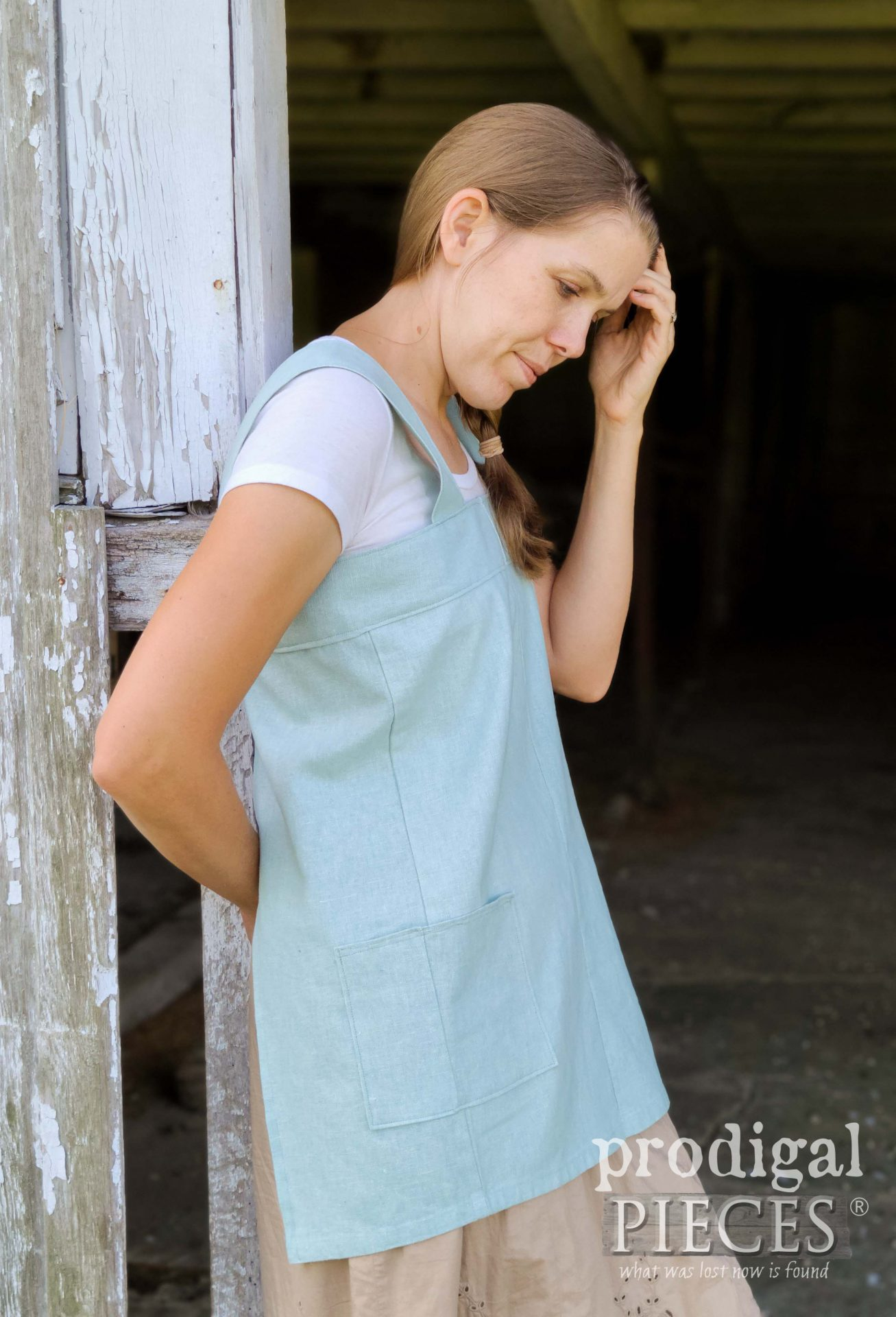 Handmade Linen Smock from Refashioned Pants by Larissa of Prodigal Pieces | prodigalpieces.com #prodigalpieces #sewing #refashion #women #style #clothing #handmade