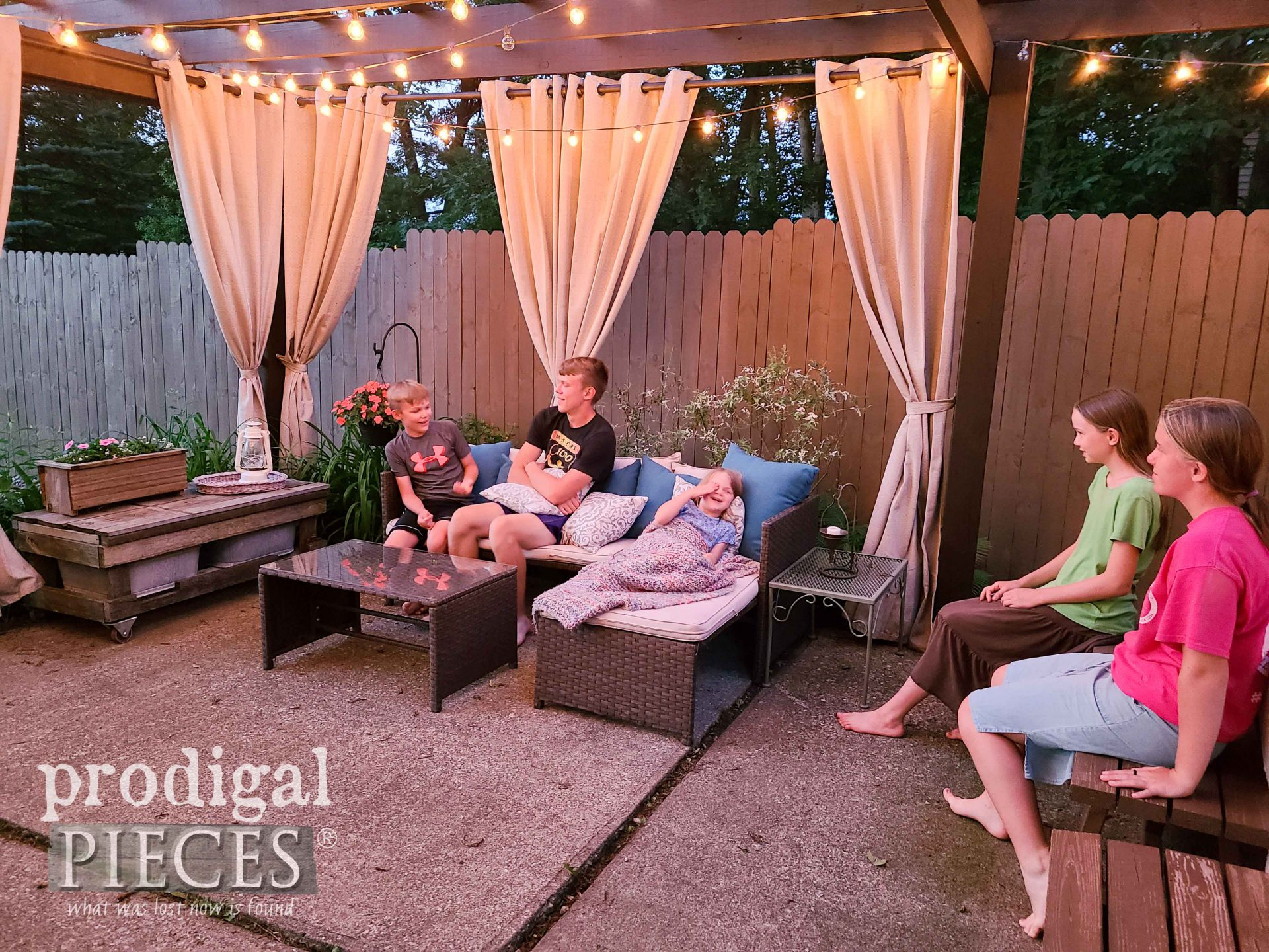 Kids on Backyard Patio by Prodigal Pieces | prodigalpieces.com #prodigalpieces #patio #diy #home #homedecor #family