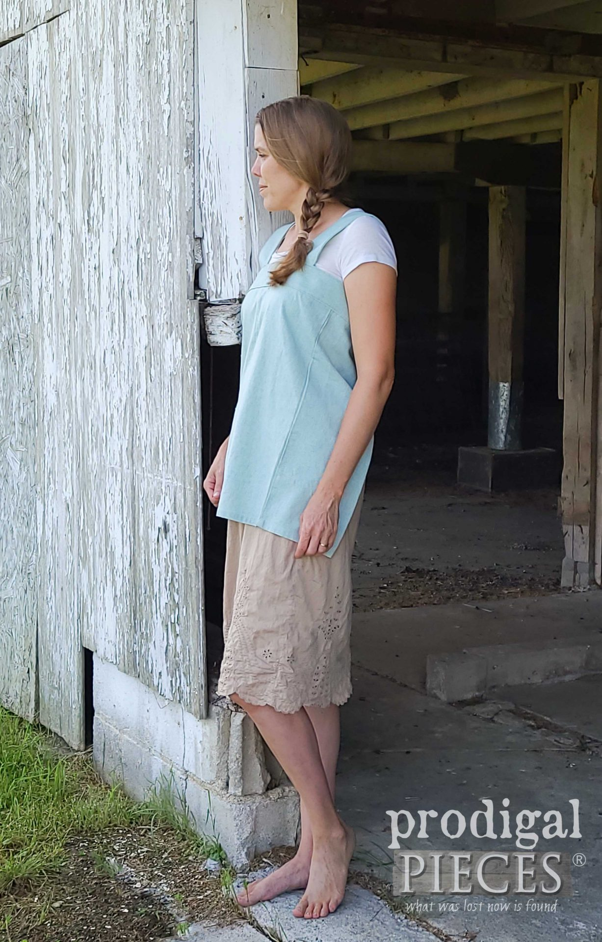Larissa of Prodigal Pieces in her DIY Linen Smock from Refashioned Pants | prodigalpieces.com #prodigalpieces #diy #refashion #sewing #fashion #women #style #farmhouse