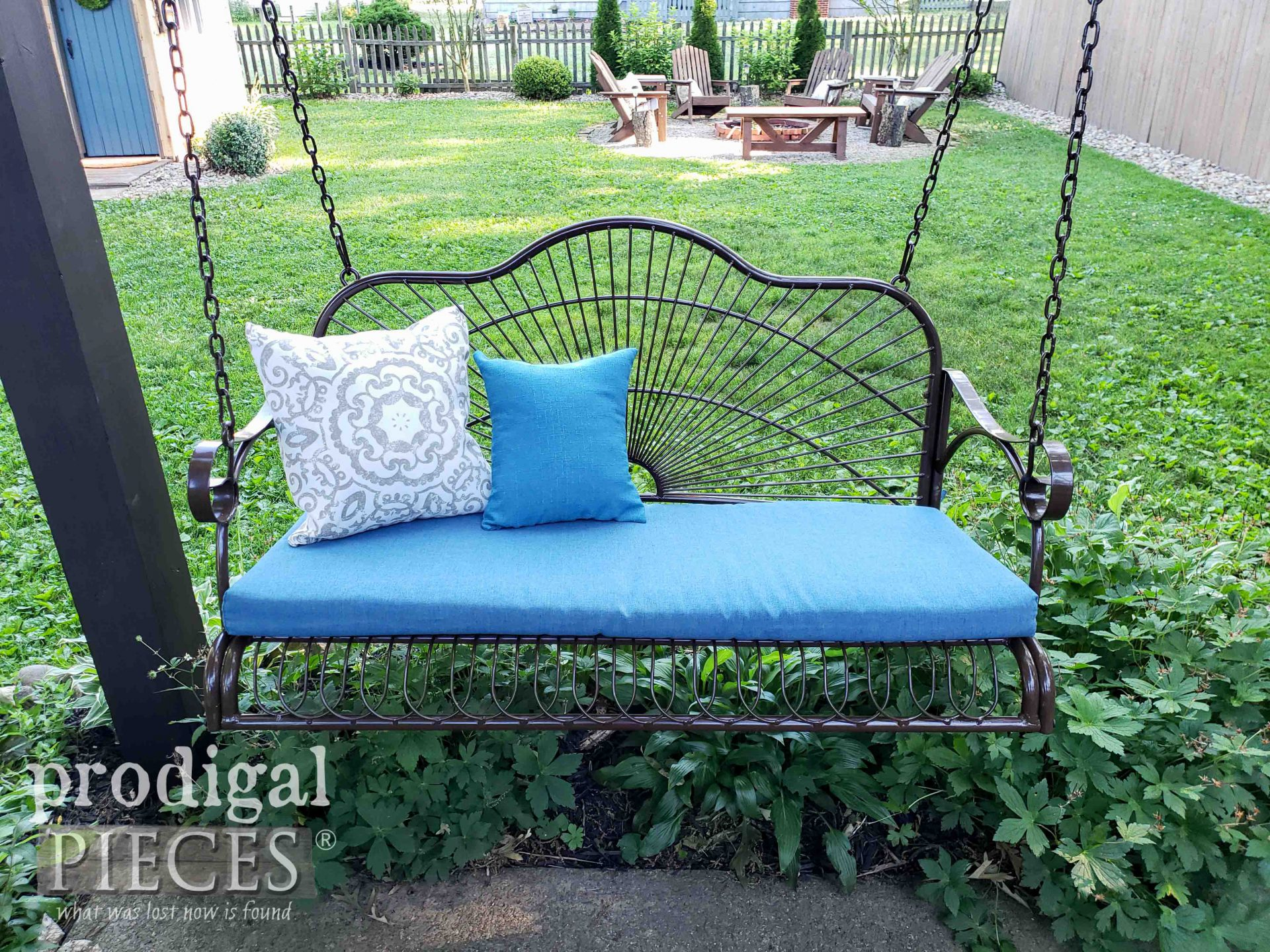 Metal Patio Swing for DIY Patio & Pergola Update by Prodigal Pieces | prodigalpieces.com #prodigalpieces #patio #home #homedecor #farmhouse #garden