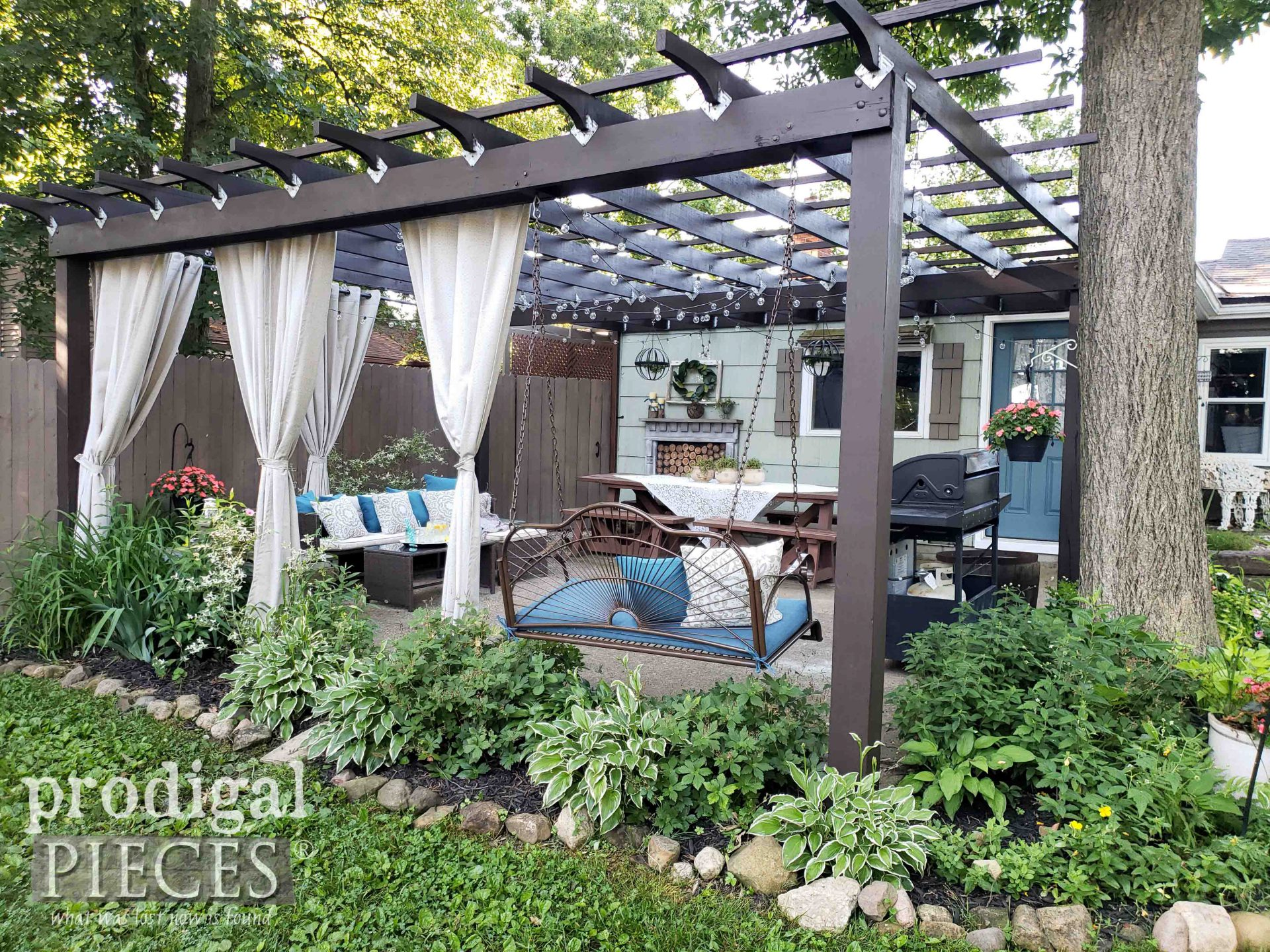 DIY Patio & Pergola Corner from Exterior | Update by Prodigal Pieces | prodigalpieces.com #prodigalpieces #patio #diy #home #homedecor