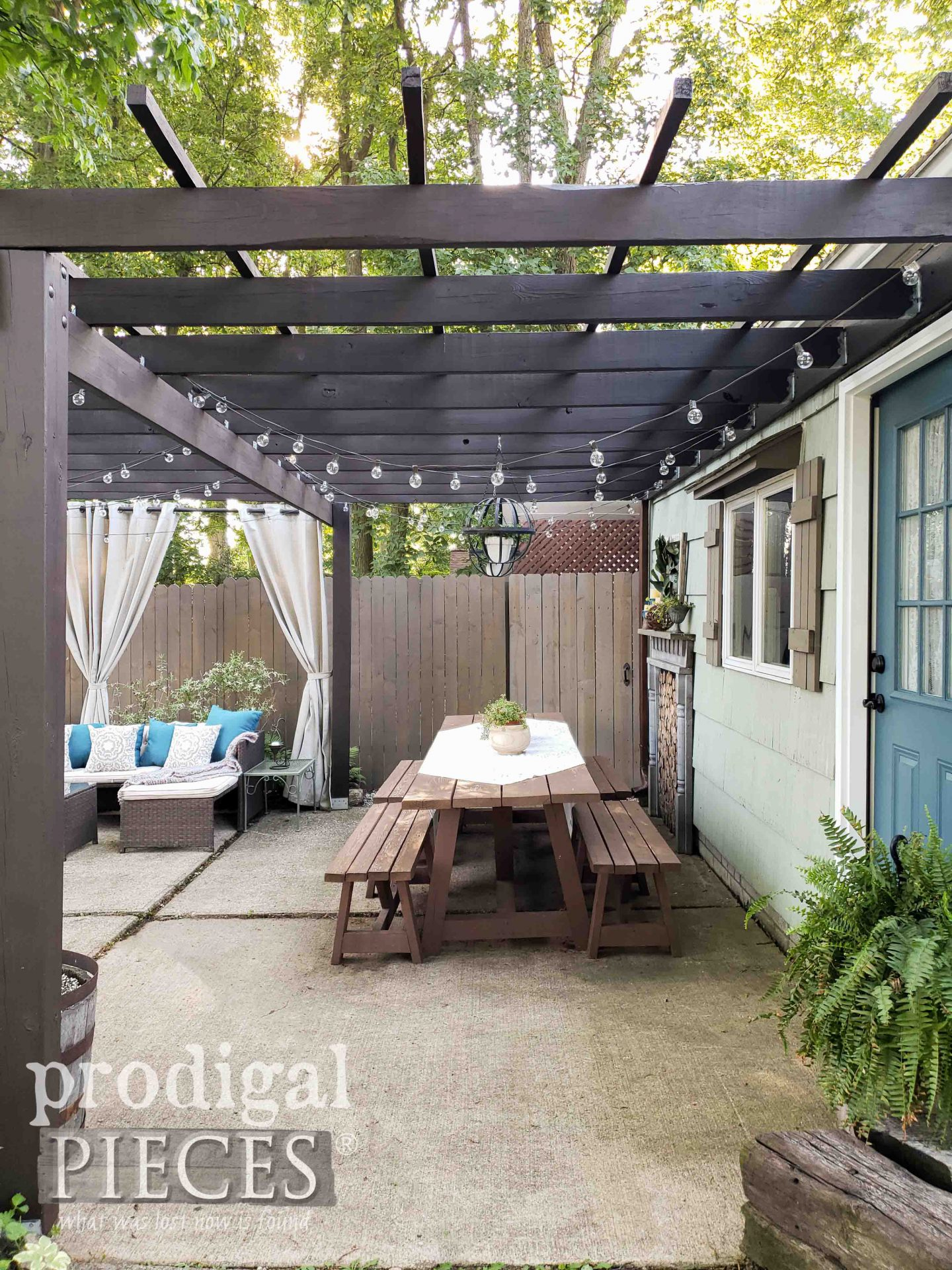 DIY Patio Dining Table by Prodigal Pieces | prodigalpieces.com #prodigalpieces #diy #home #homedecor #patio #outdoor