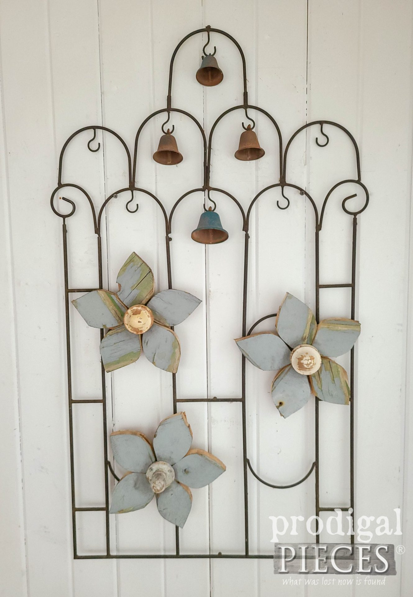 Rustic Salvaged Garden Art Created by Larissa of Prodigal Pieces | prodigalpieces.com #prodigalpieces #diy #art #garden #home #homedecor