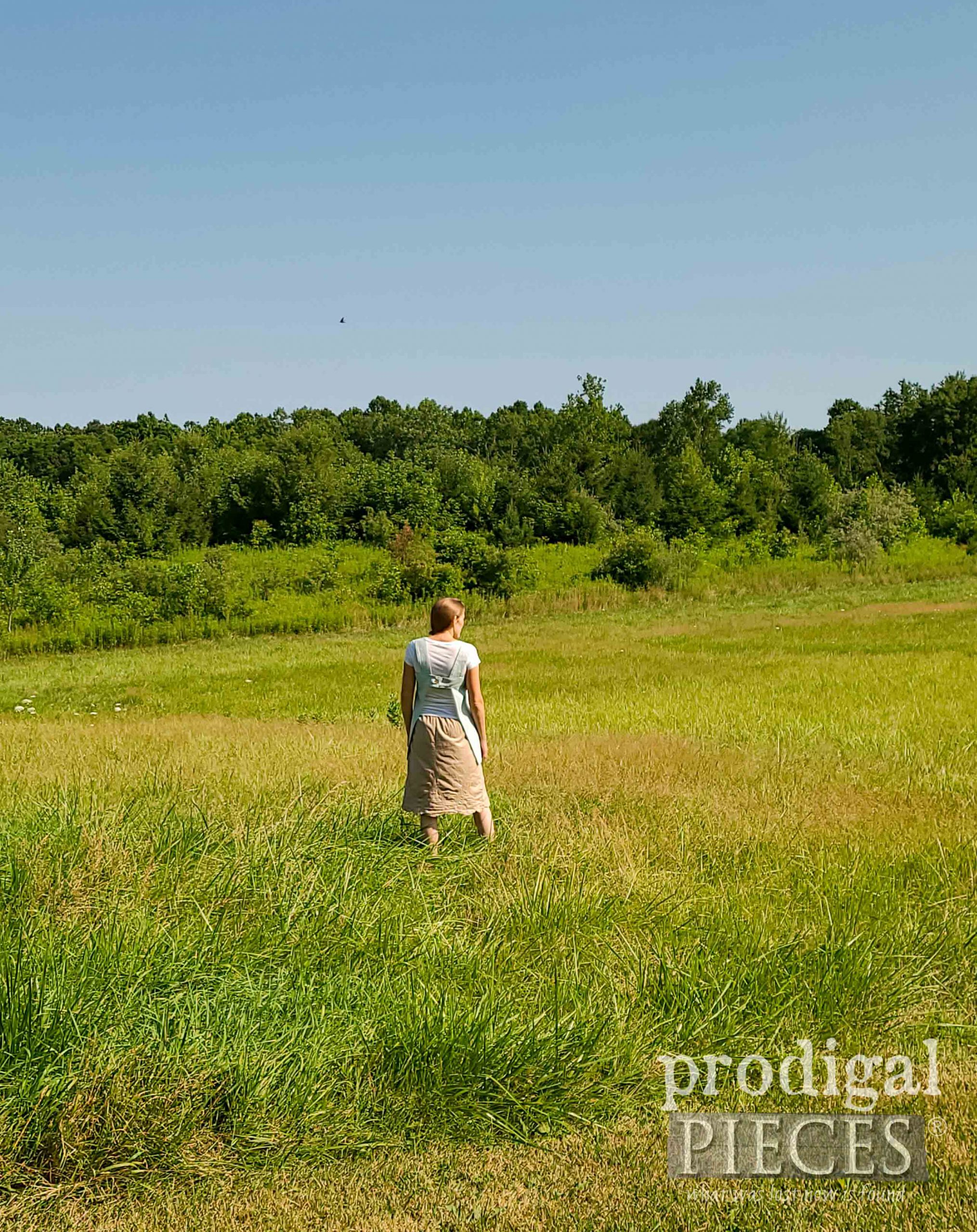 DIY Linen Smock refashioned by Larissa of Prodigal Pieces | prodigalpieces.com #prodigalpieces #diy #handmade #fashion #sewing #upcycled