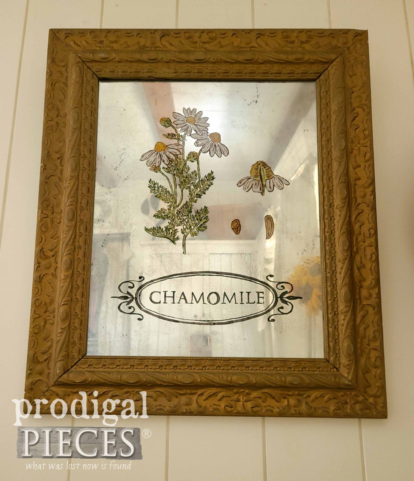 Botanical Mirror Art from Upcycled Picture Frame by Larissa of Prodigal Pieces | prodigalpieces.com #prodigalpieces #diy #farmhouse #home #homedecor #art